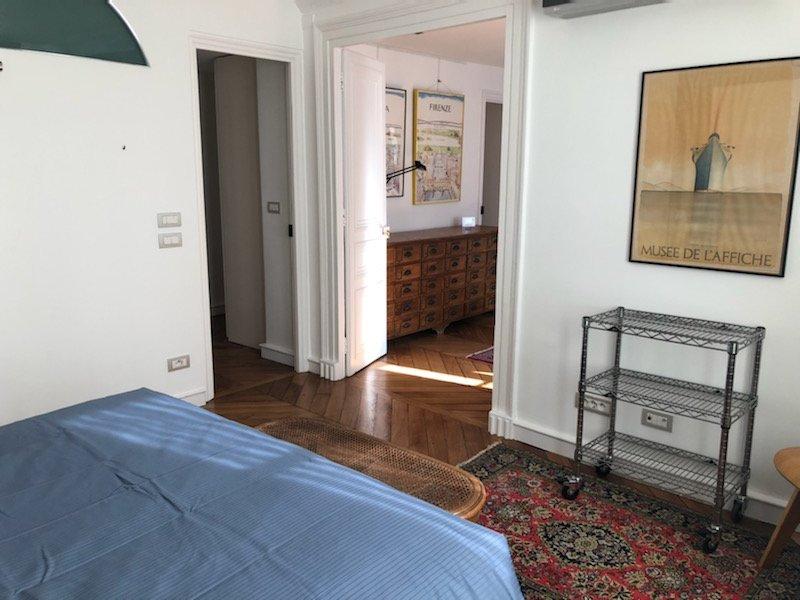 Rue des Beaux-Arts - Cœur Saint Germain. Balcon filant et dernier étage! Emplacement idéal pour ce superbe appartement de 150m² loué meublé.