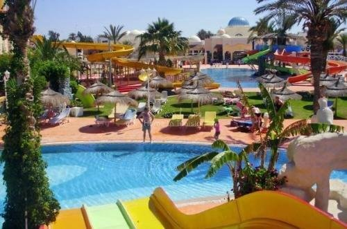 Resale of 210 apartments and studios of 1 and 2 bedrooms for sale furnished, equipped and furnished ...
