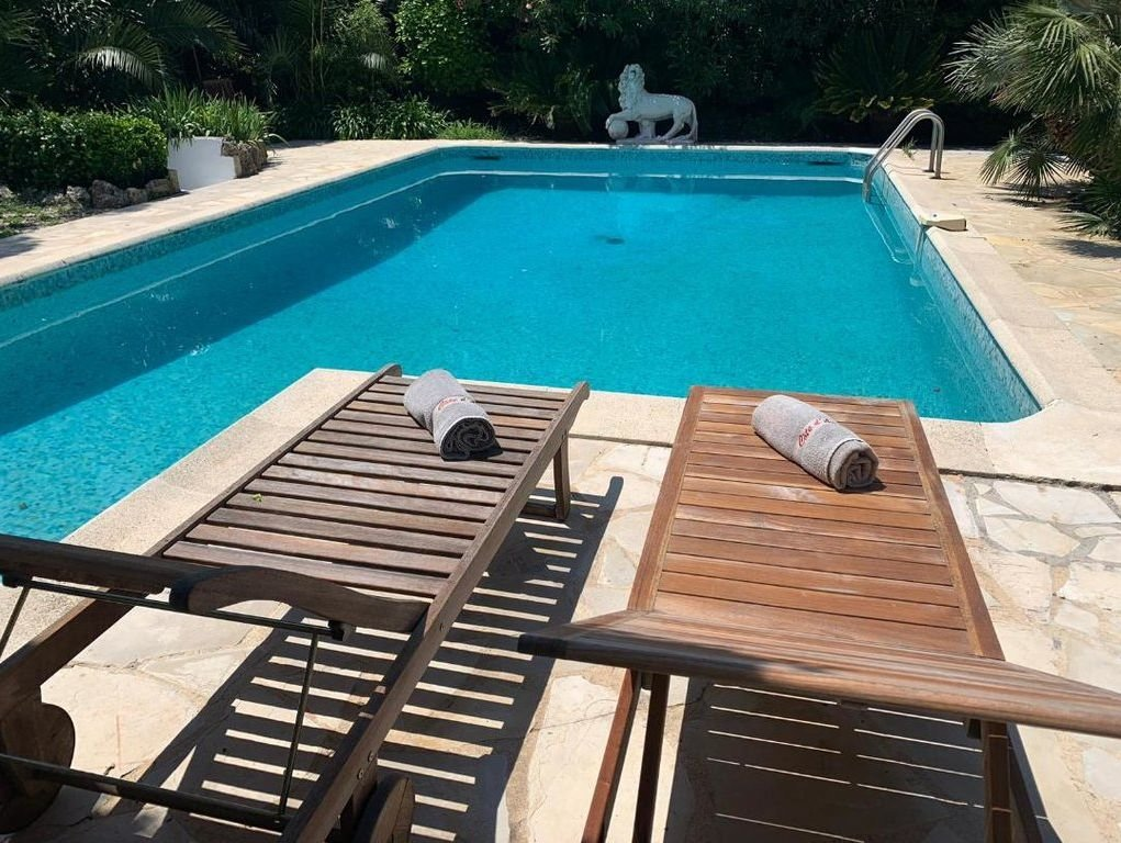 Antibes- Charming villa close to the beach