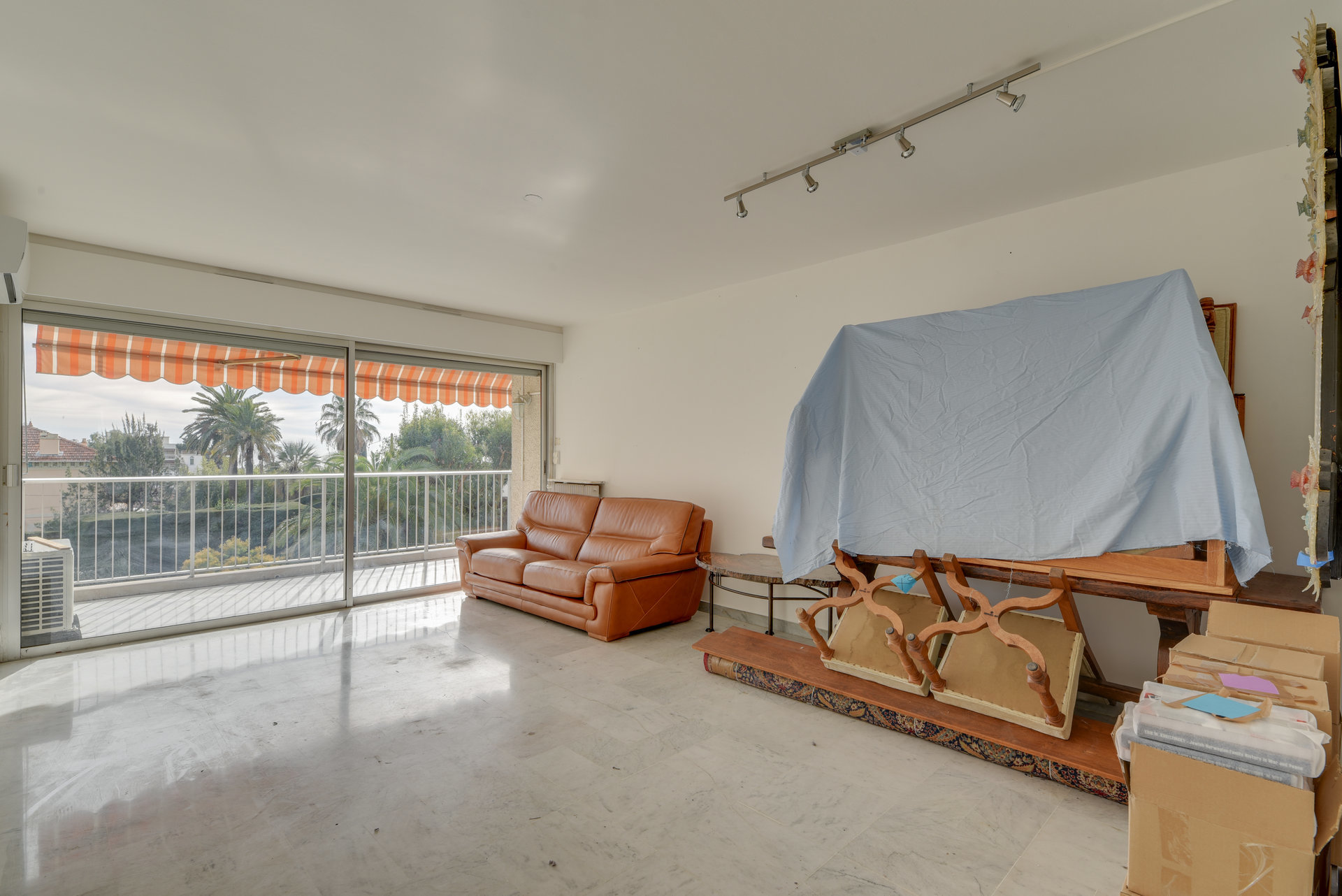 SOLE AGENT – Large 2 bedroom apartment with pool and terrace