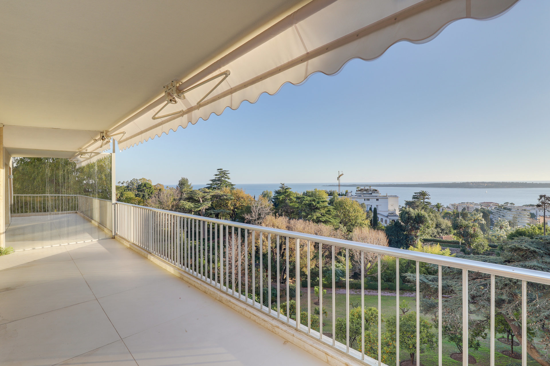 3 bed room apartment with stunning Cannes sea view