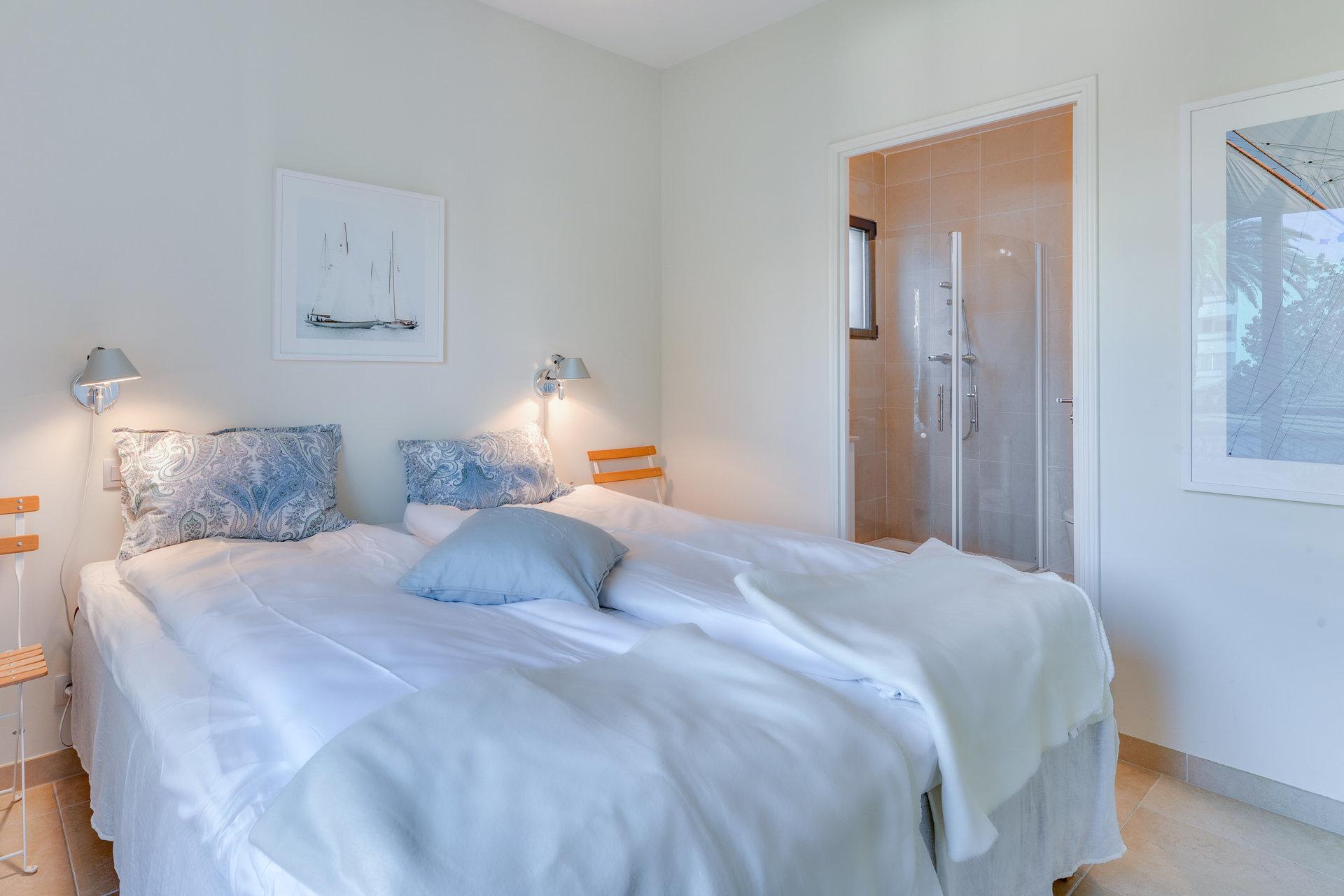 SOLE AGENT - CANNES  - Sunny bright corner 3 bedroom apartment
