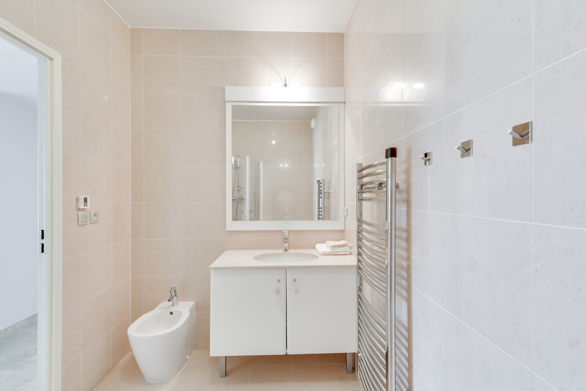 SOLE AGENT - CANNES  - Sunny bright corner 3 bedroom apartment