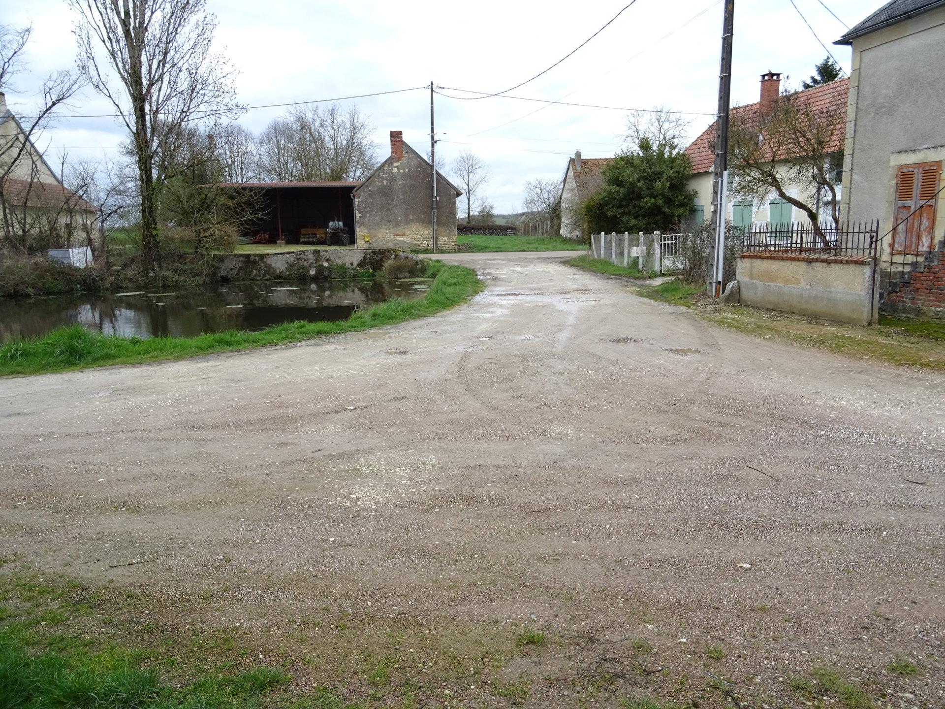 Maison restaurée dans hameau.
