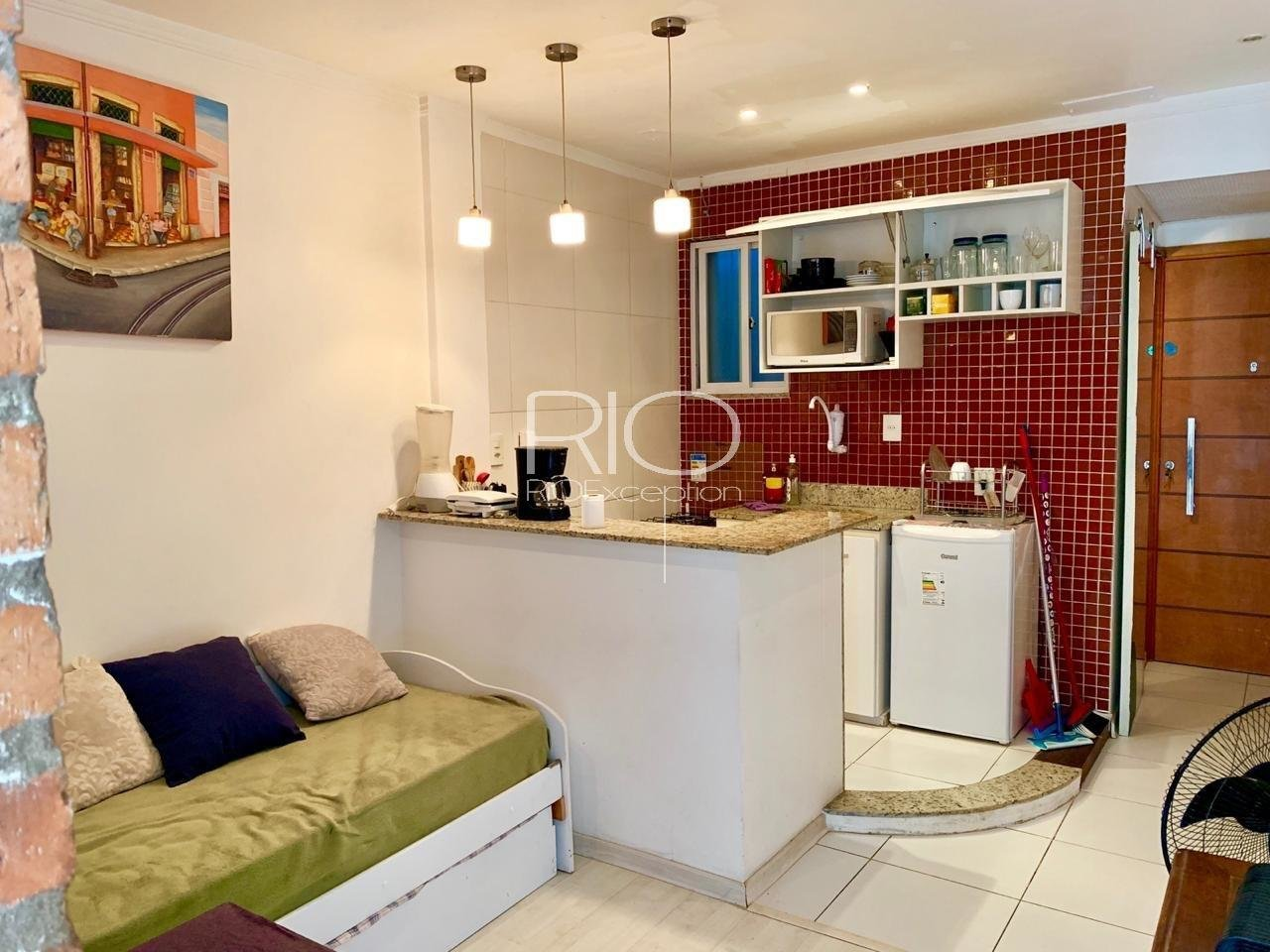 Copacabana posto 6 - Nice low price studio - Excellent rental investment!