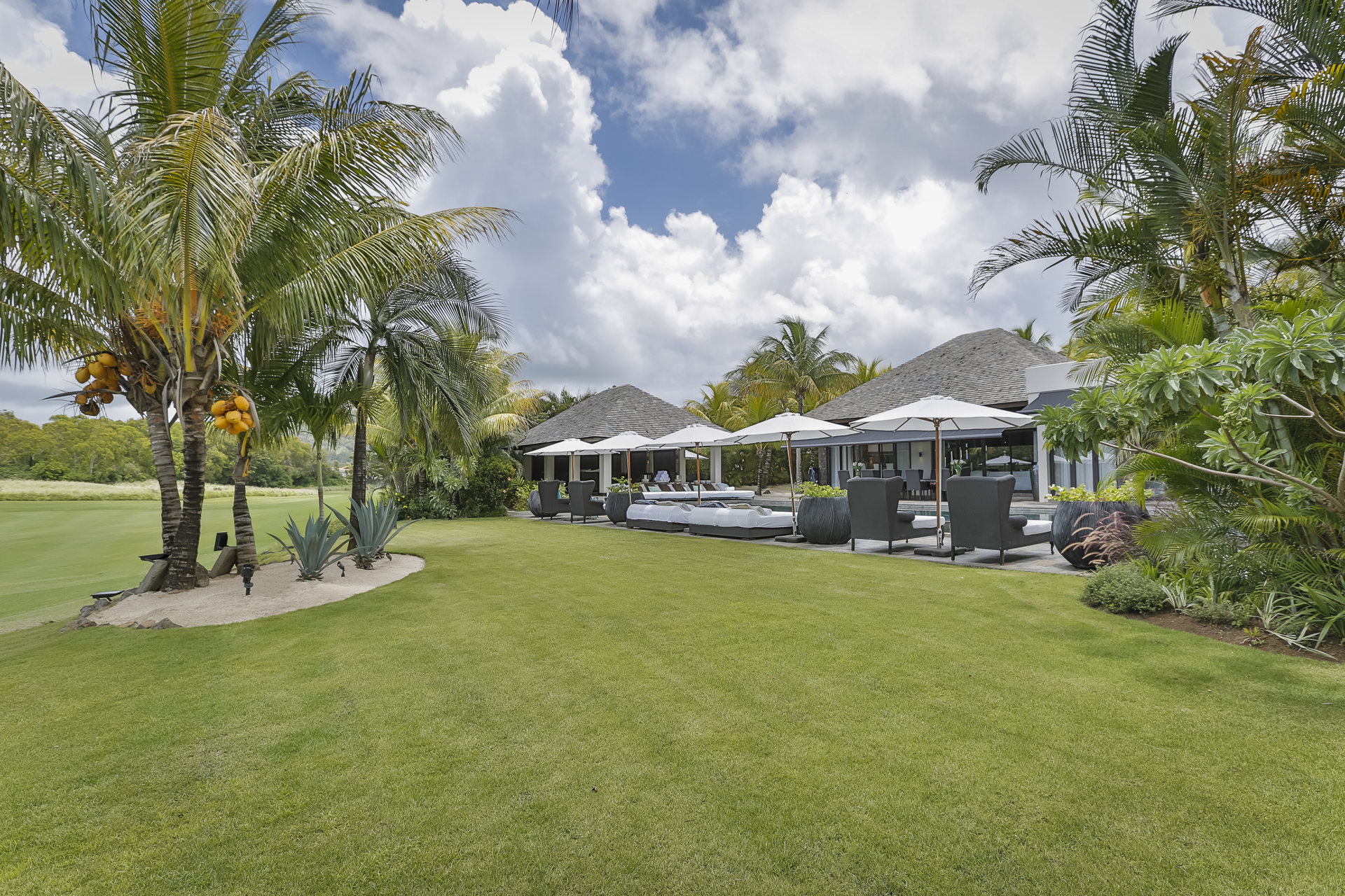 Enjoy the resale of this luxurious Villa