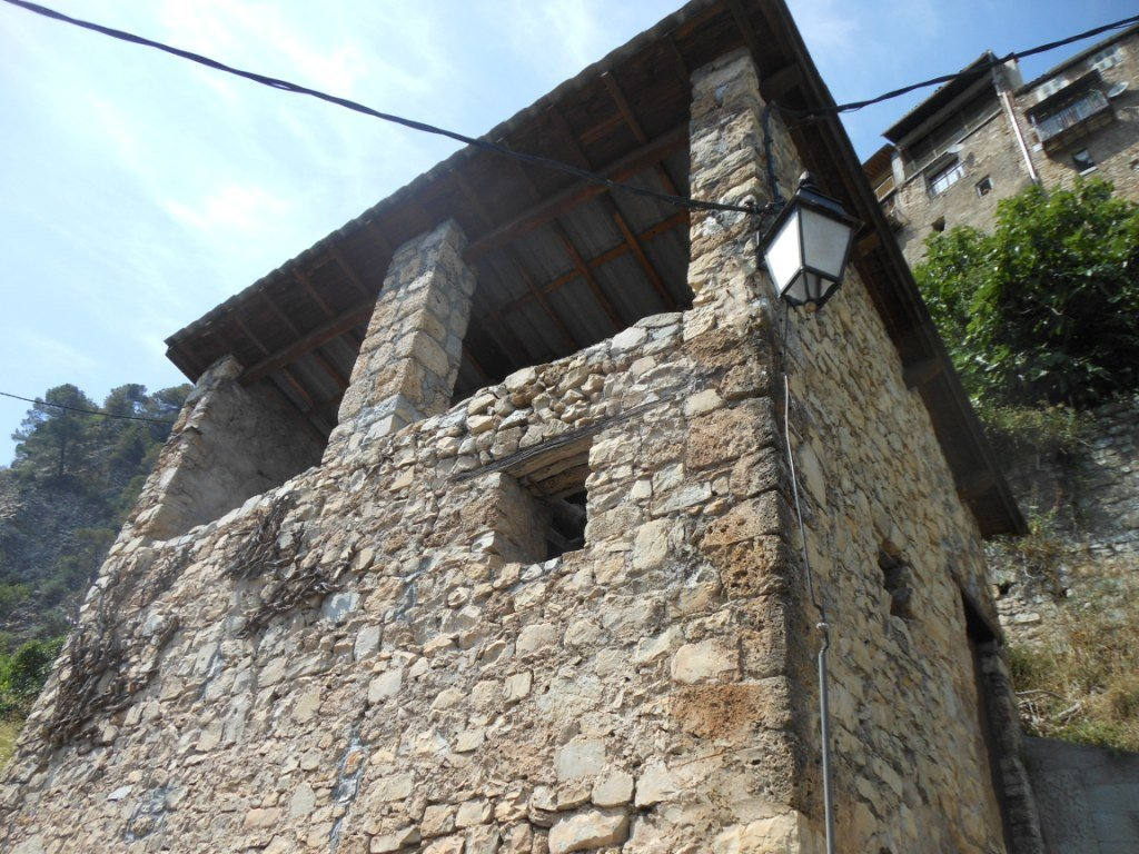 Grange à rénover dans vieux village