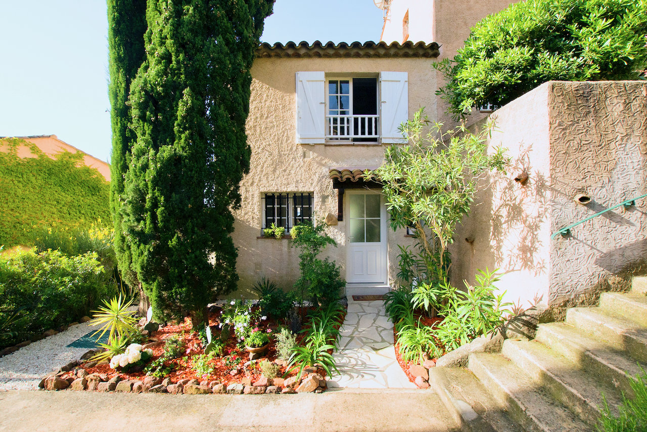 Agay - ready to move in 2 bedroom house with beautiful sea view