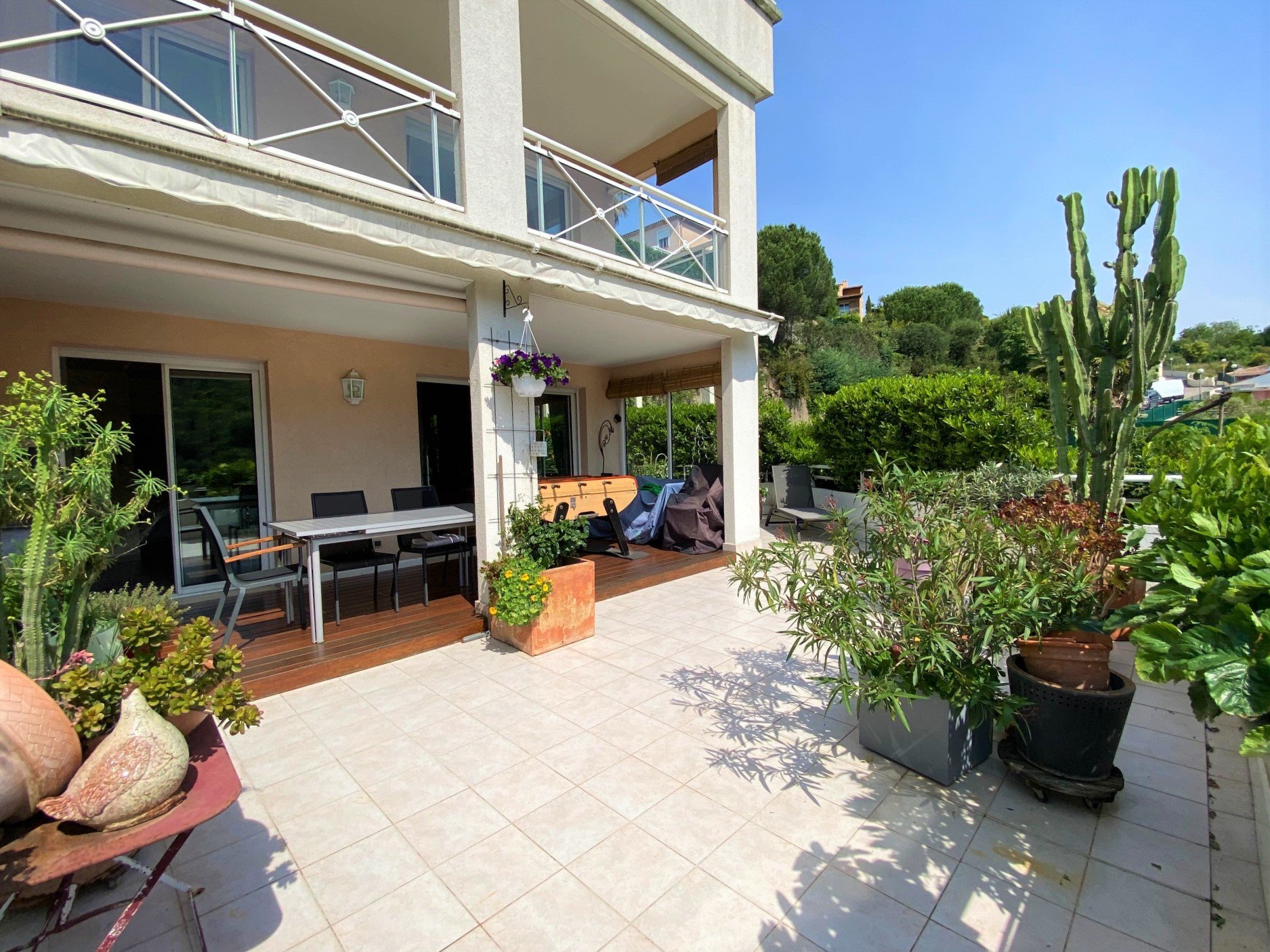 CANNES SALE 4 ROOMS IN QUIET LARGE TERRACE POOL IN THE RESIDENCE