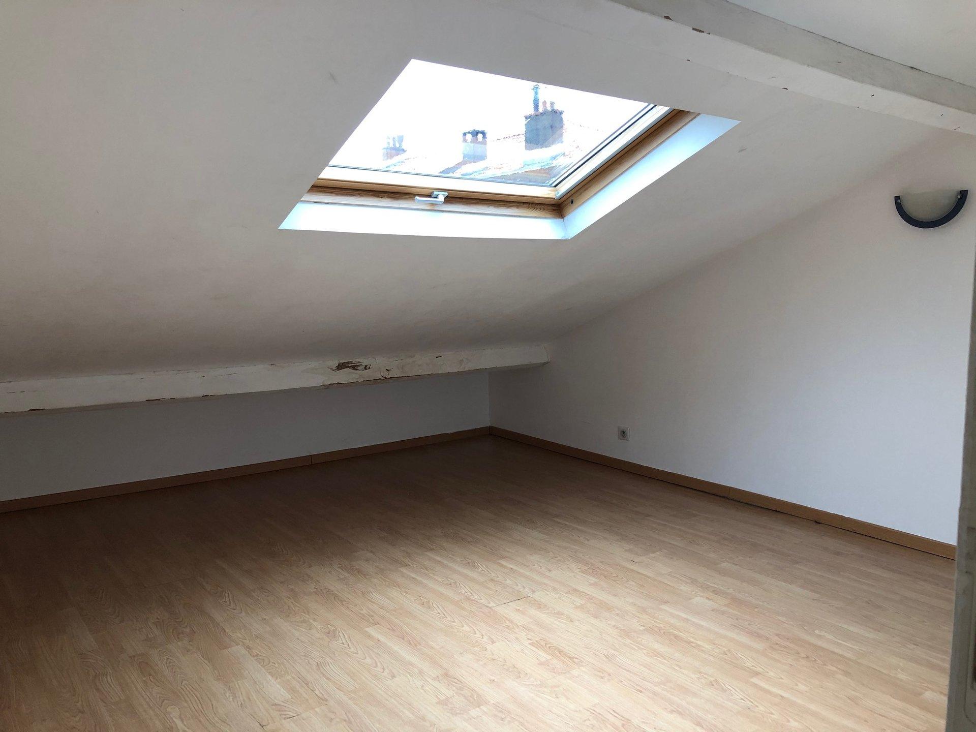 2/3 pièces dernier étage