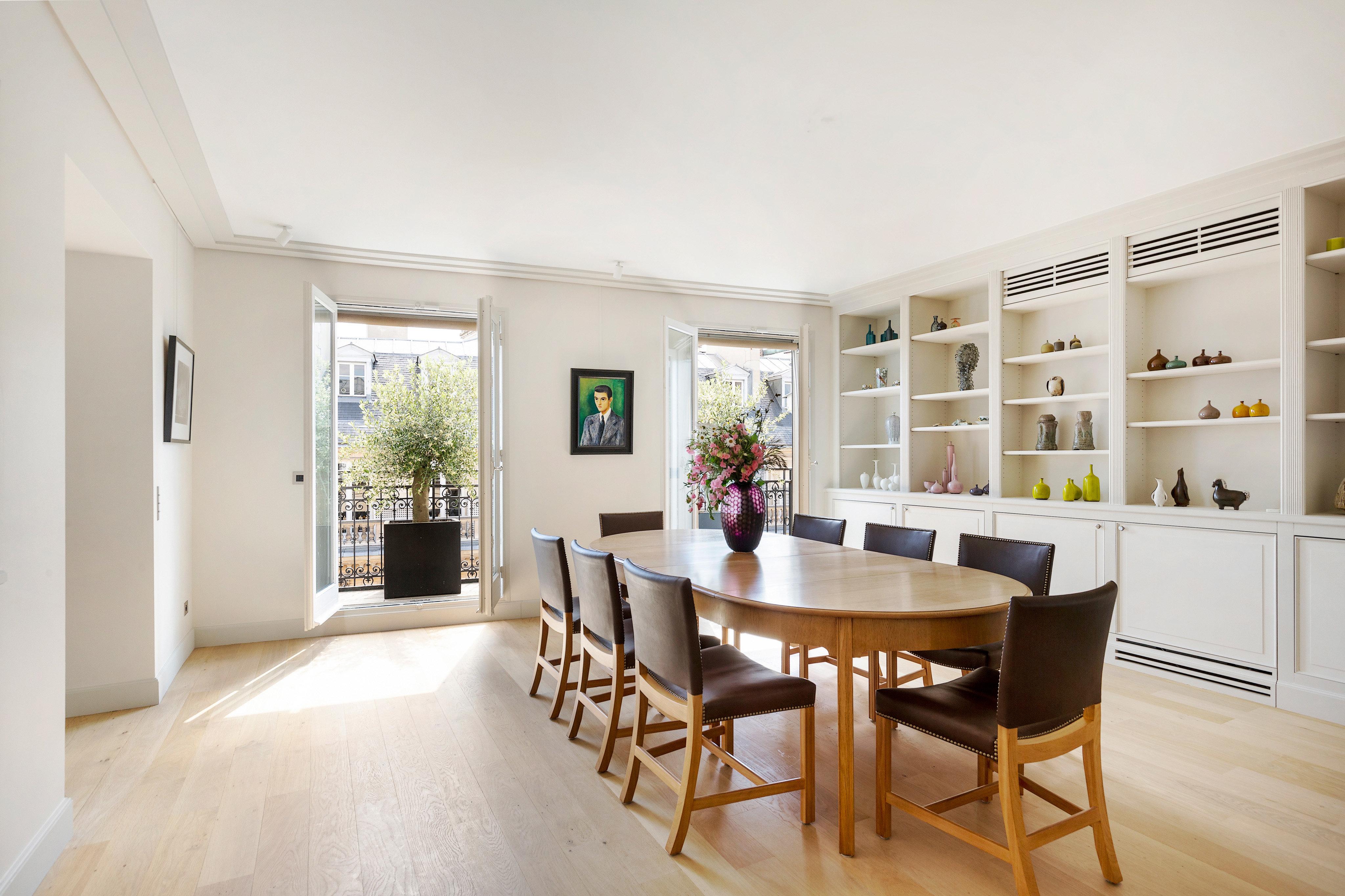 Paris 8th District An exceptional split-level apartment ...