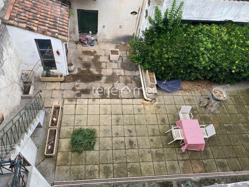 Maison de village P10 de 253m² intra muros avec grand garage et cour de 100m²