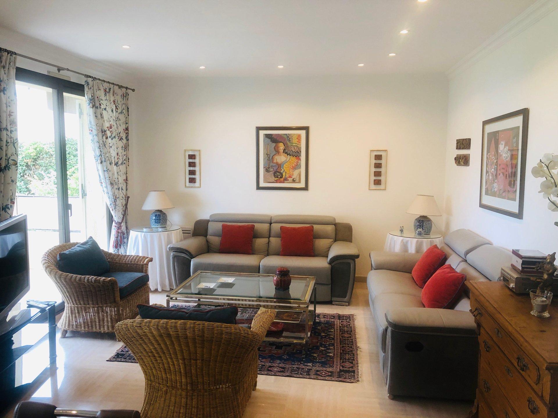 Bel appartement meublé au calme 117m2 4 chambres 2420€/mois CC