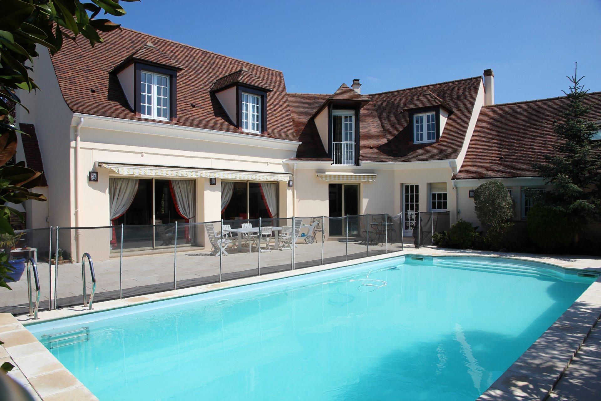 Superbe villa avec piscine 360m²