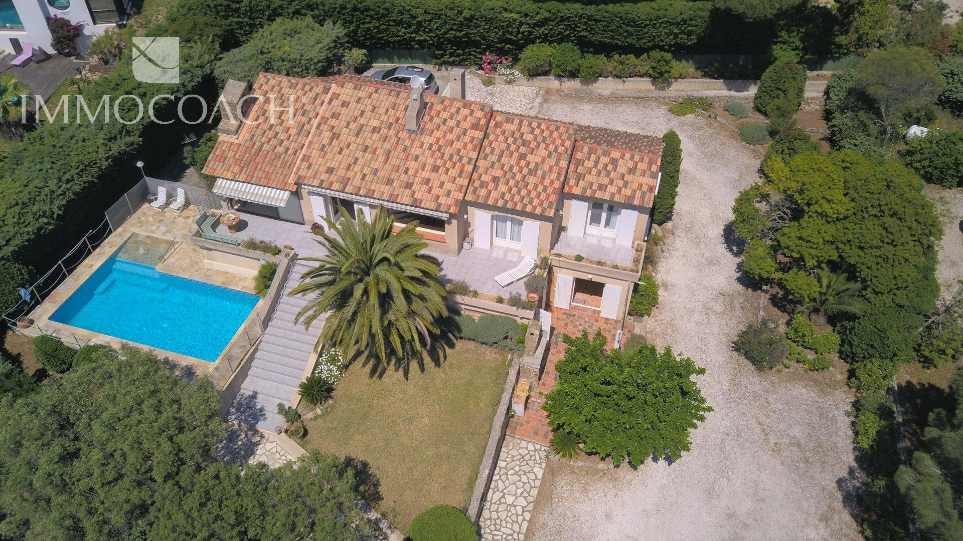 4 BEDROOM VILLA/HOUSE FOR SALE IN CARQUEIRANNE