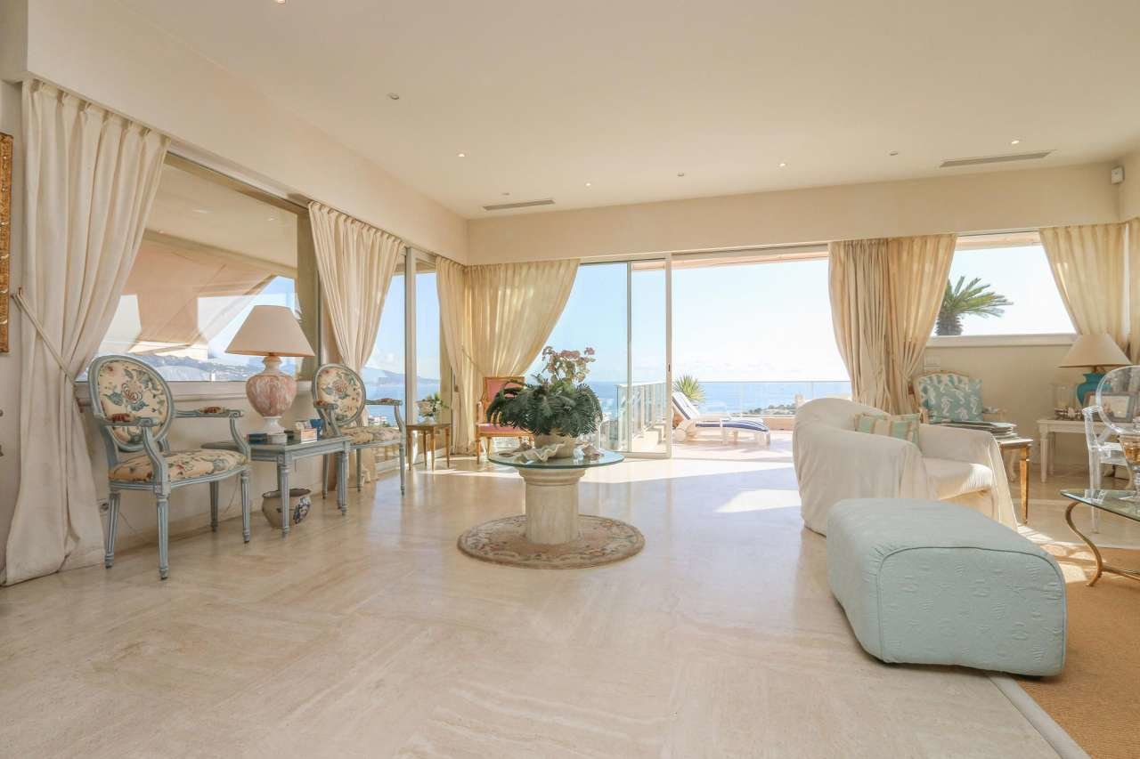 Penthouse with magnificent sea view - swimming pool.