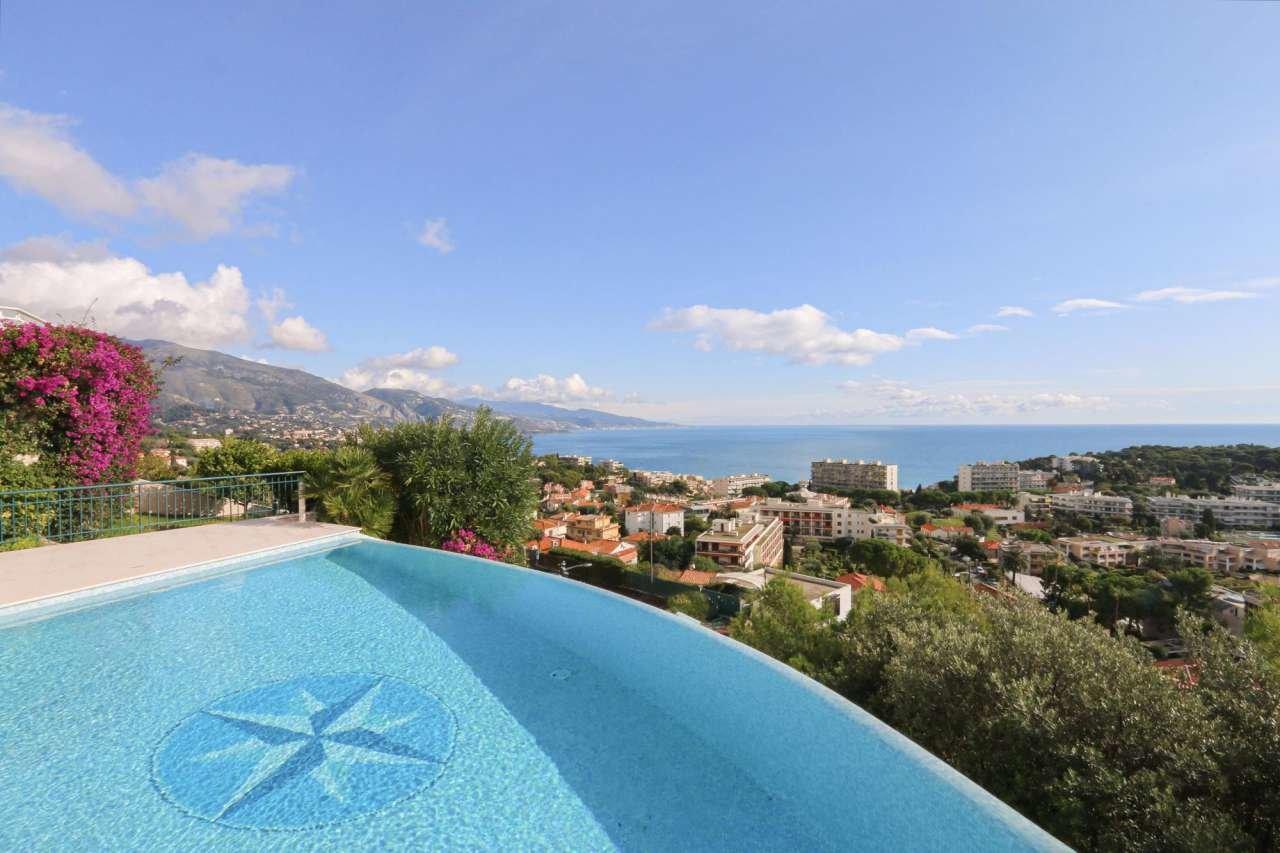 Penthouse avec magnifique vue mer, piscine.