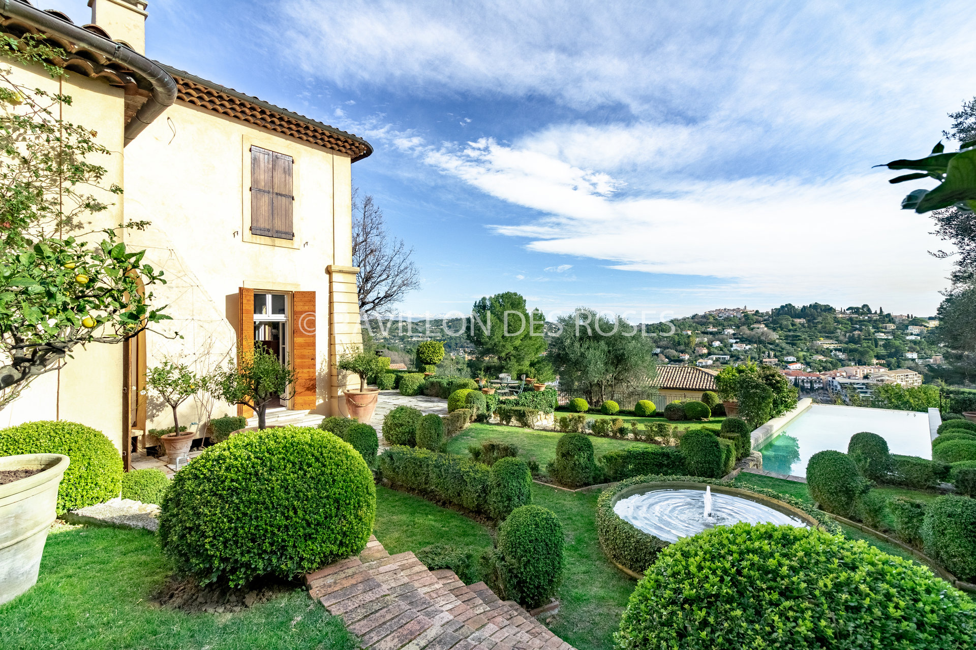 Bastide Vue imprenable sur Mougins Village