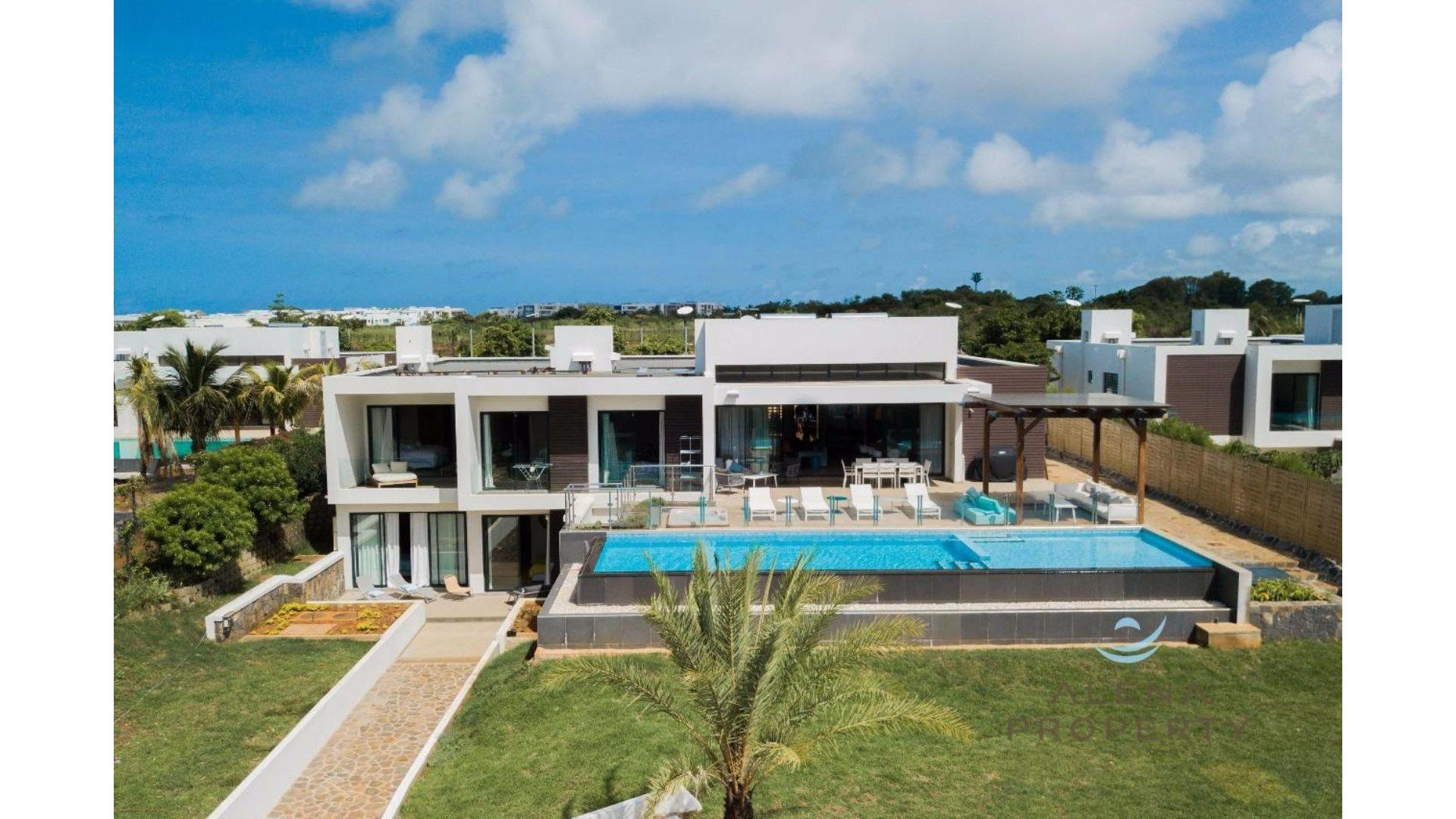 5 bedroom villa with amazing features