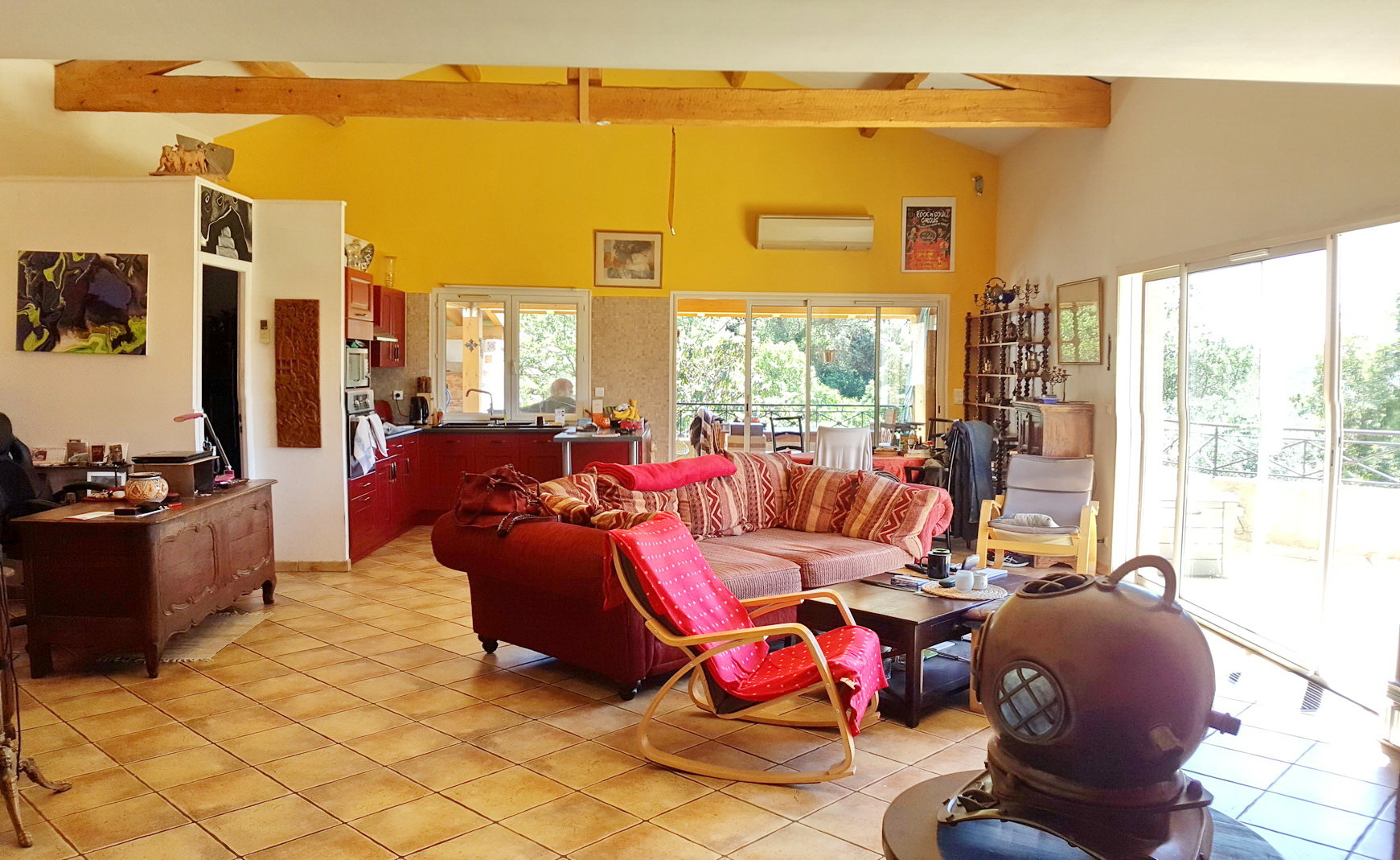 Villa med gästhus och separat gästlägenhet på stor tomt