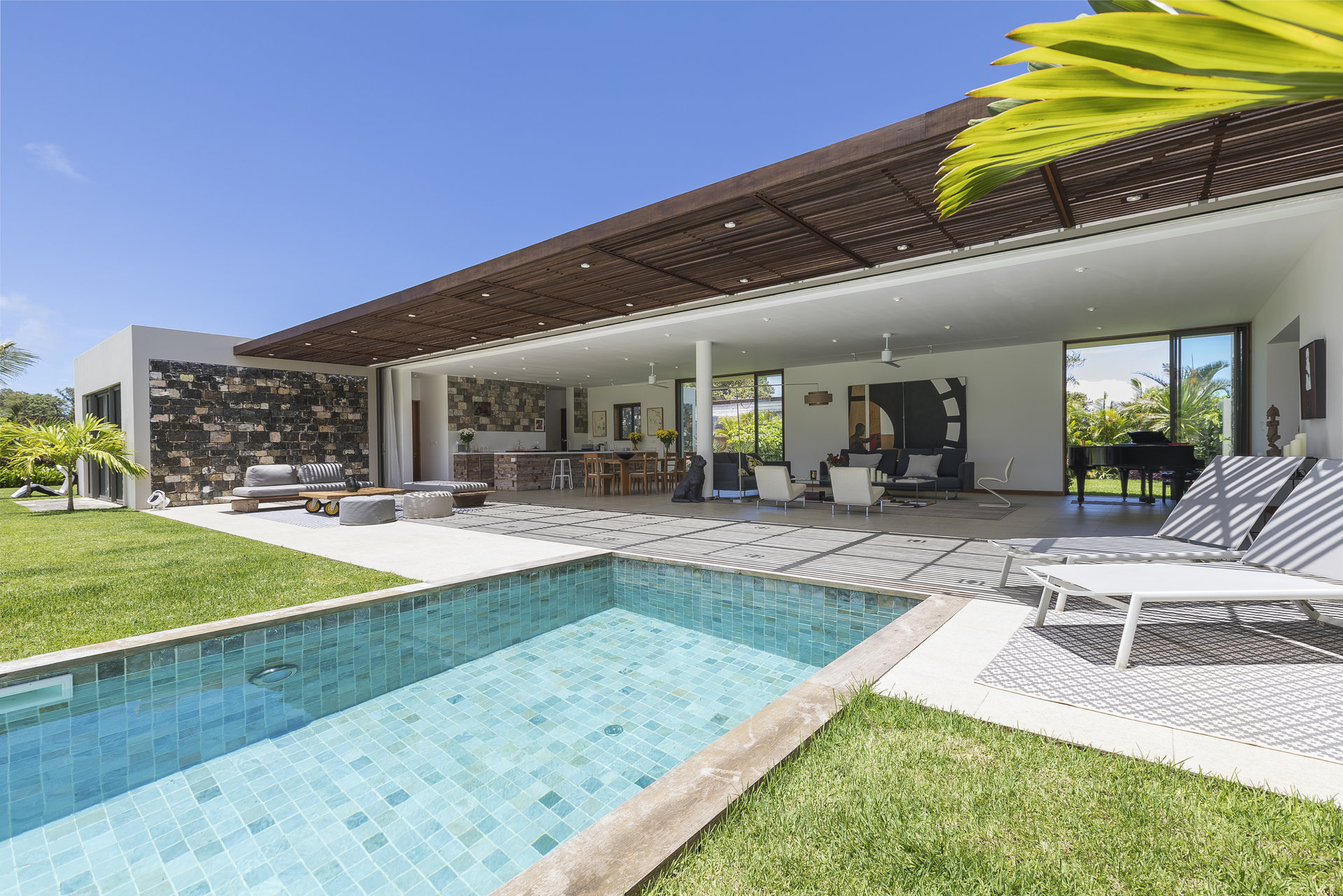 Beautiful Contemporary 5 bedrooms villa