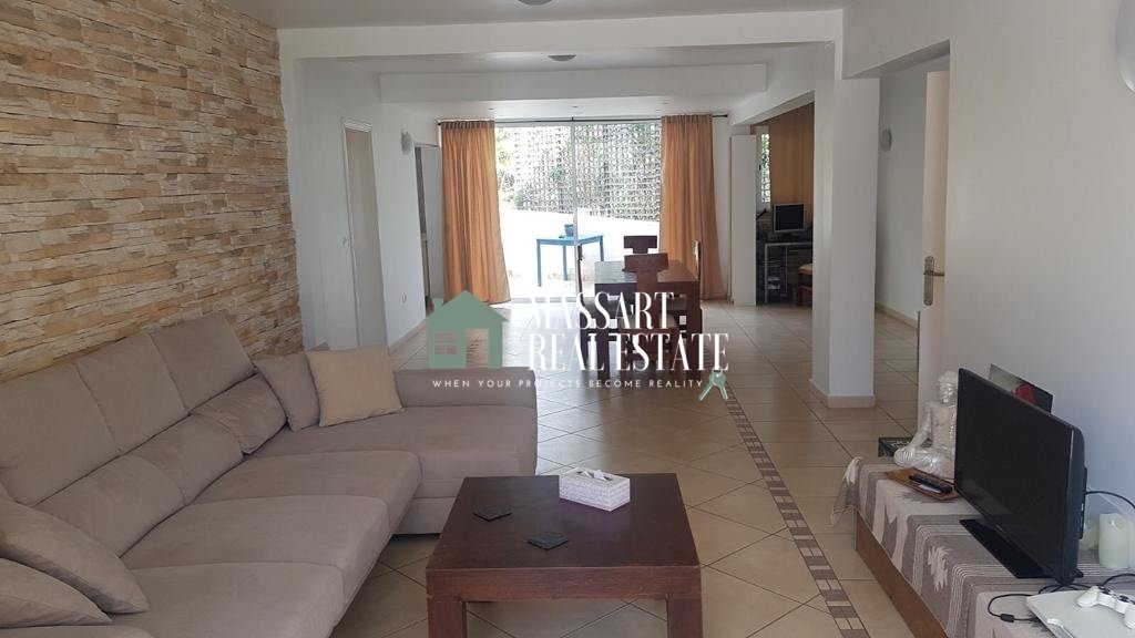 A vendre à Valle San Lorenzo, une villa indépendante non meublée de 260 m2 située sur un grand terrain de 350 m2.