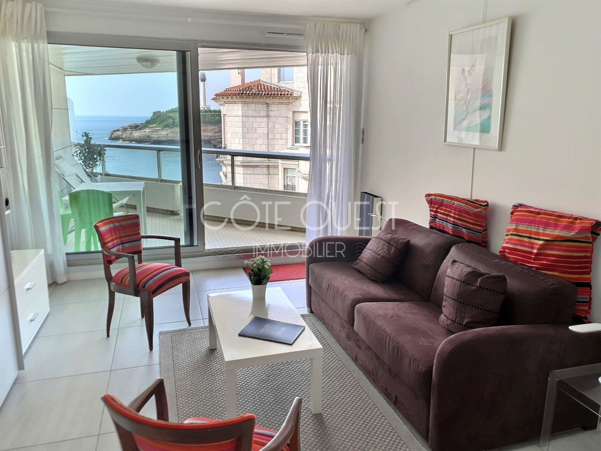 BIARRITZ – A STUDIO APARTMENT ENJOYING AN OCEAN VIEW
