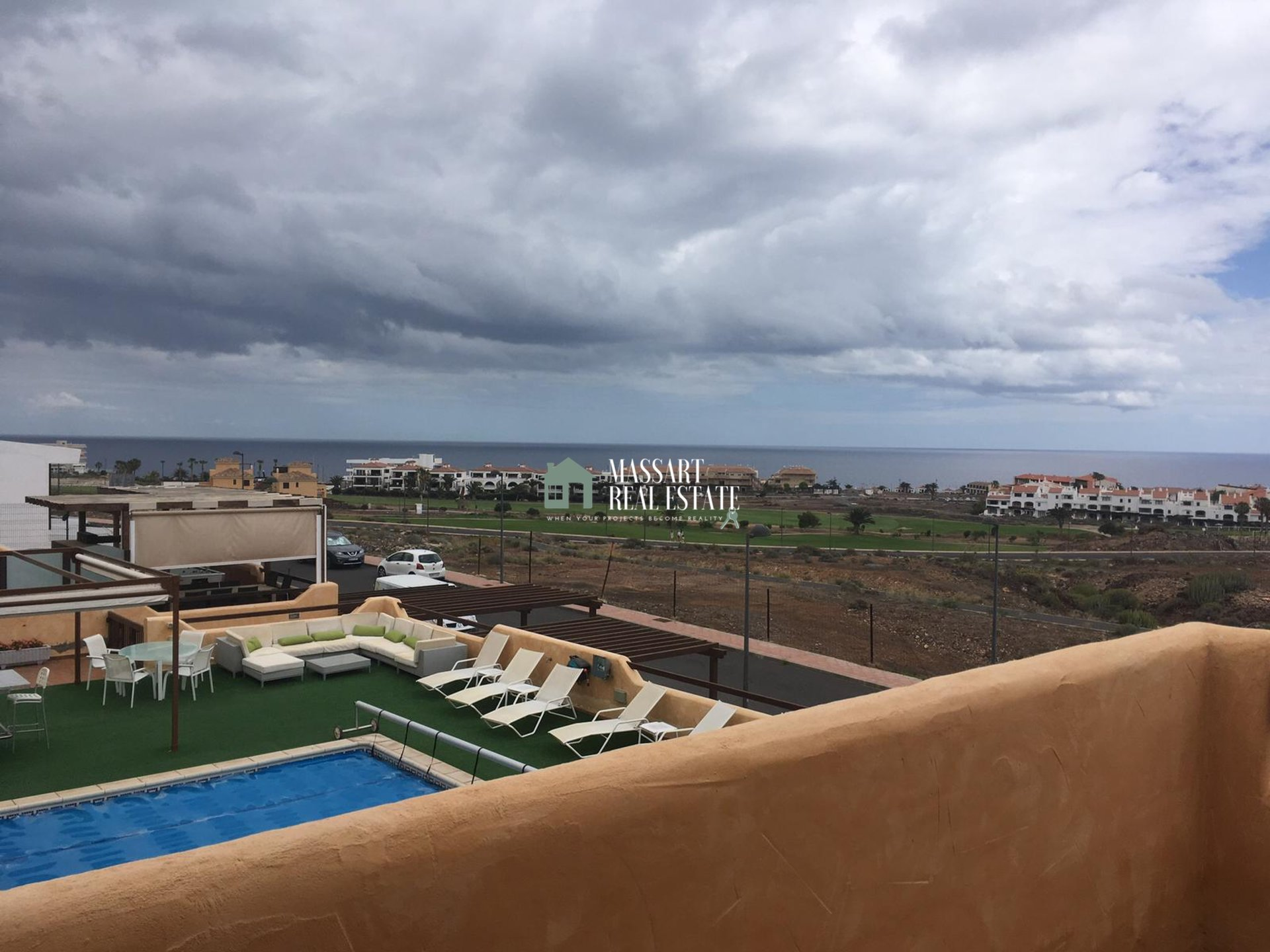 For sale or rent with option to buy in the exclusive area of Amarilla Golf (Costa Adeje), semi-detached house distributed over 2 floors and unfurnished.