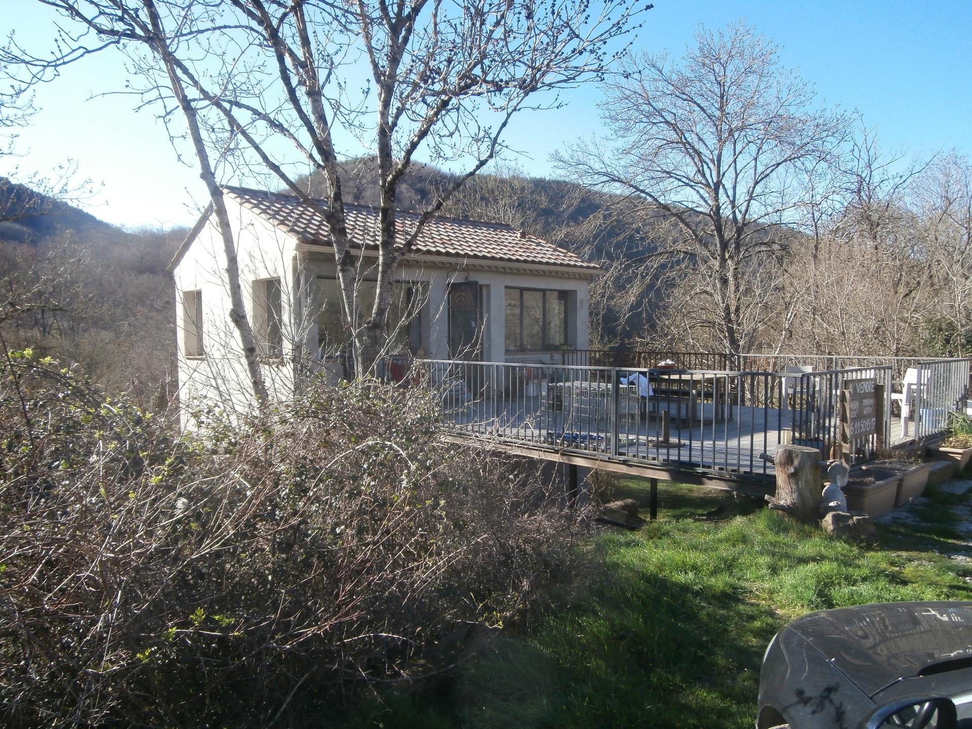 Maison de campagne sur terrain de 6000m² avec piscine-3 chambres-2SDE