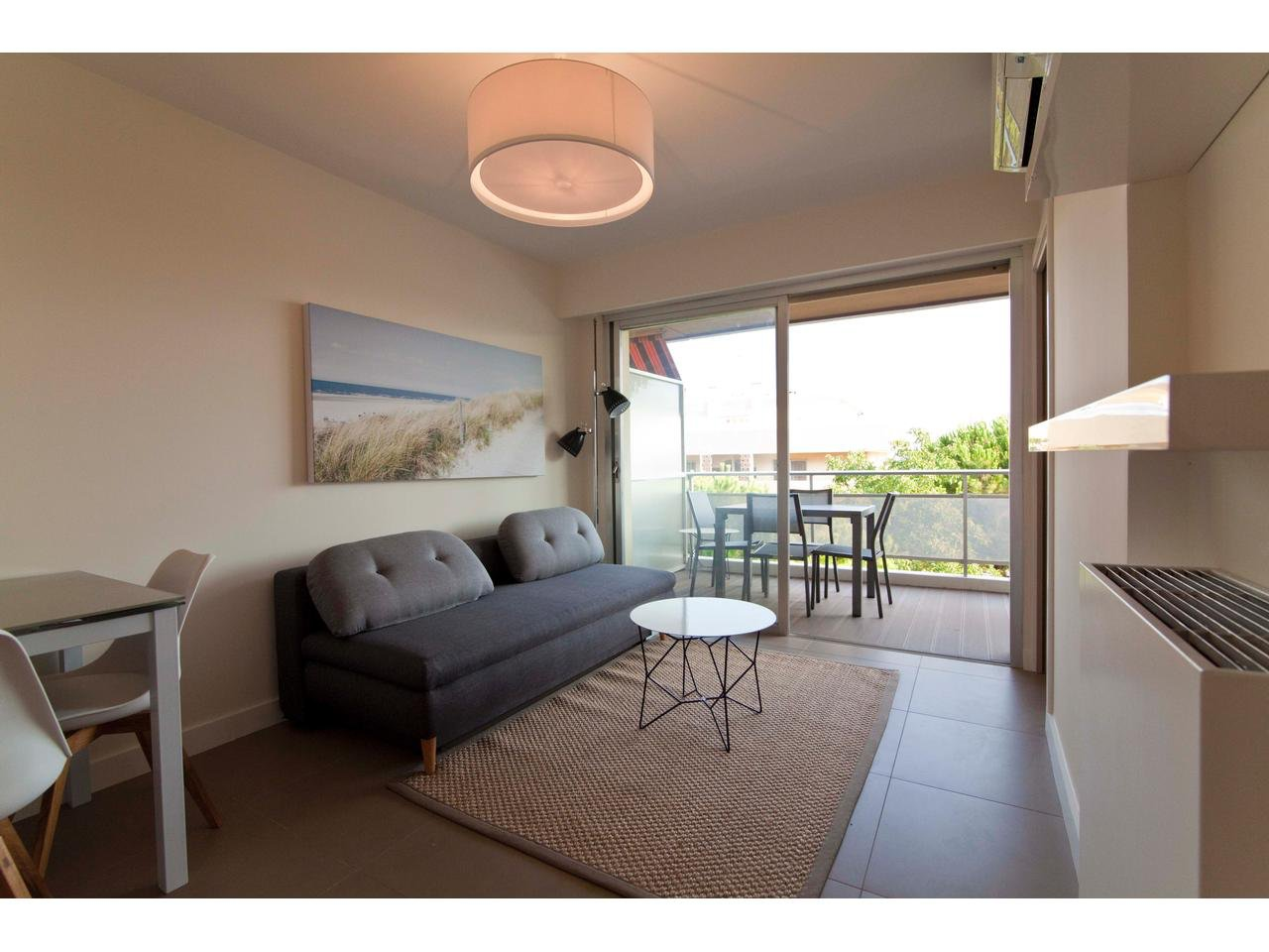 ST LAURENT DU VAR - Les Vespin: 2 rooms with balcony and sea view.