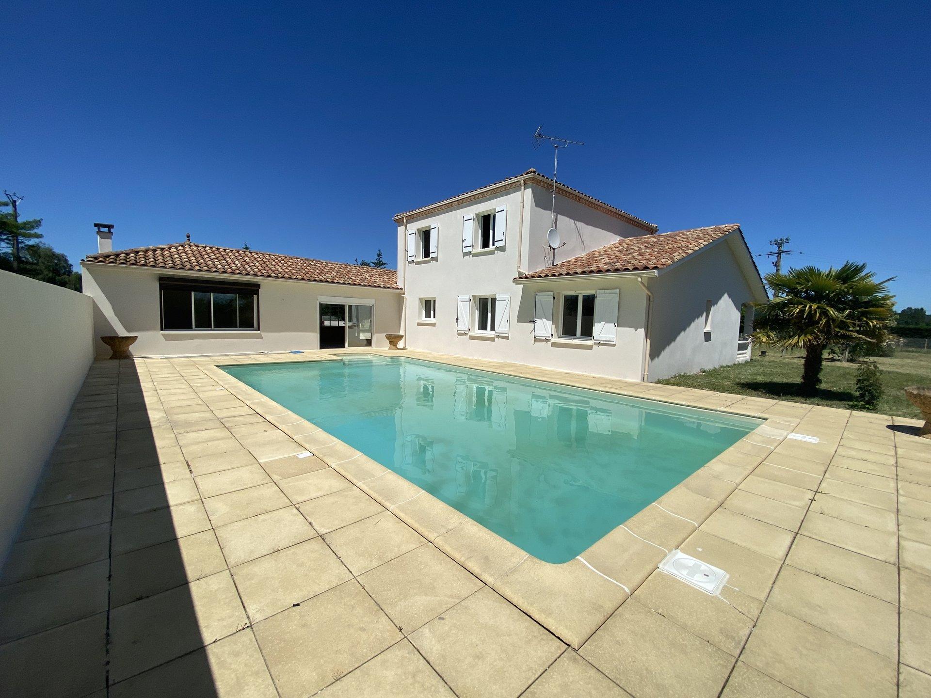 Maison style provençal avec piscine