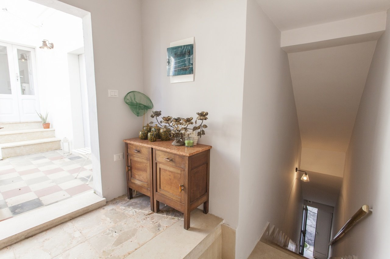 1 bedroom apartment,fully renovated, roof terrace