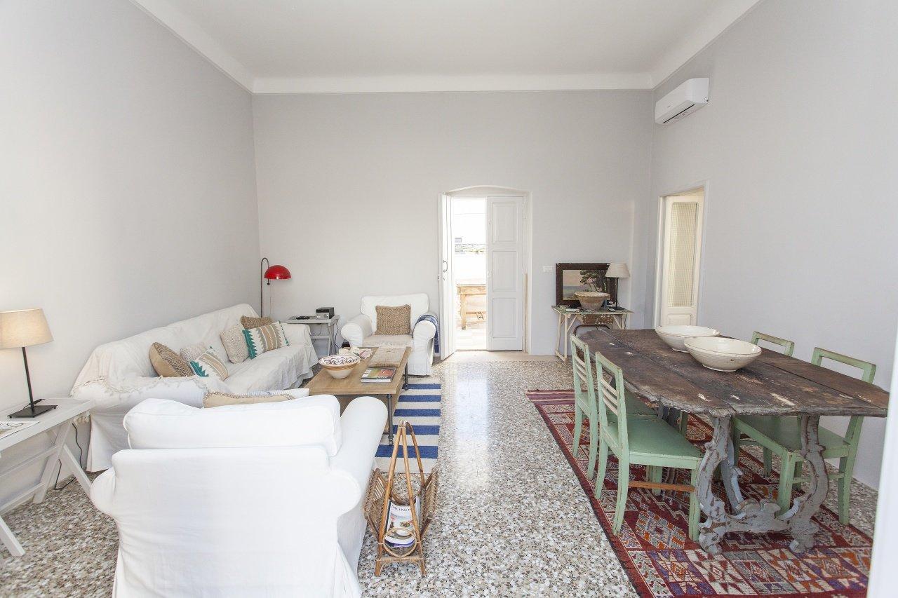 Appartement 1 chambre, entièrement rénové, terrasse sur le toit