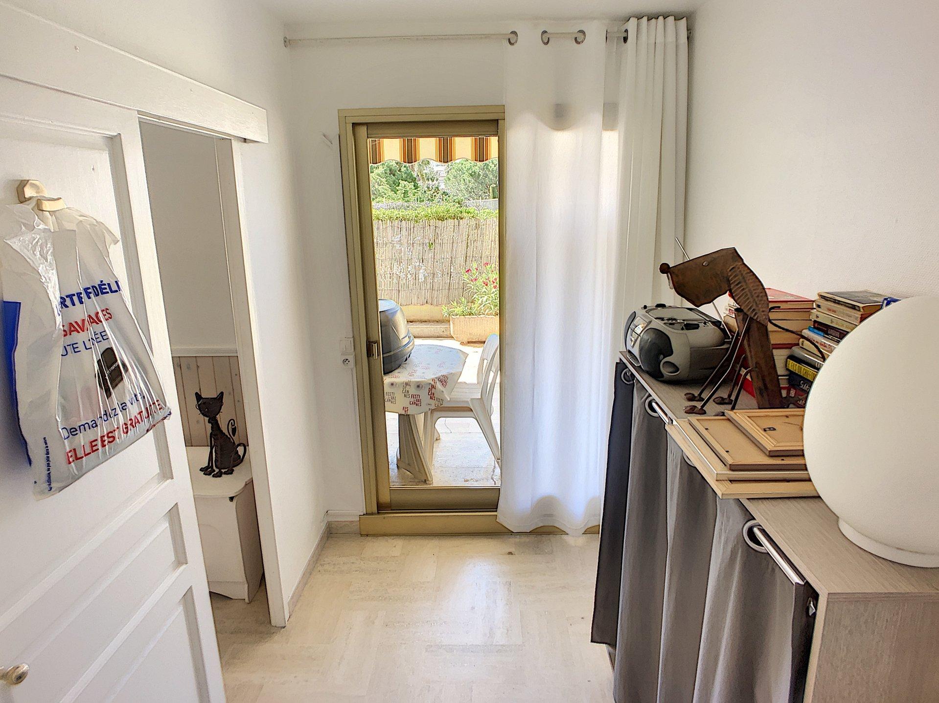 RARE : 2p  30 m2 avec Terrasse de 27 m2 et Parking privé