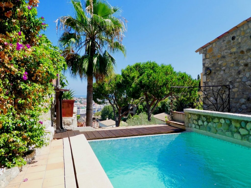 Haut de Cagnes - exceptional village property. Sole agent
