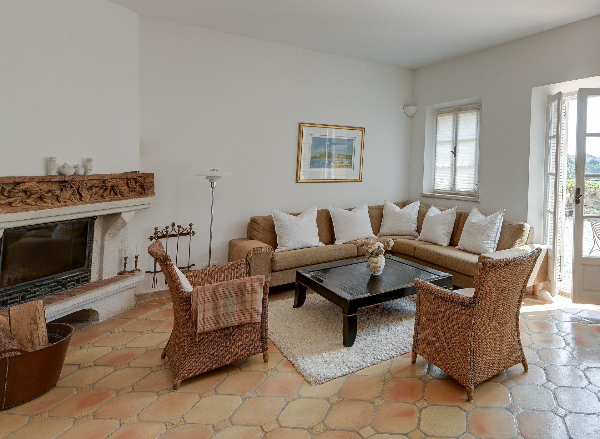 Haut de Cagnes - exceptional village property. Sole agent