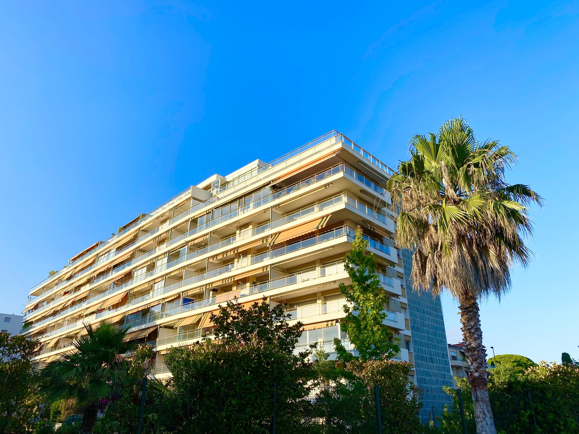 CANNES SALE LIFE OCCUPIED NEAR BEACHES CROISETTE