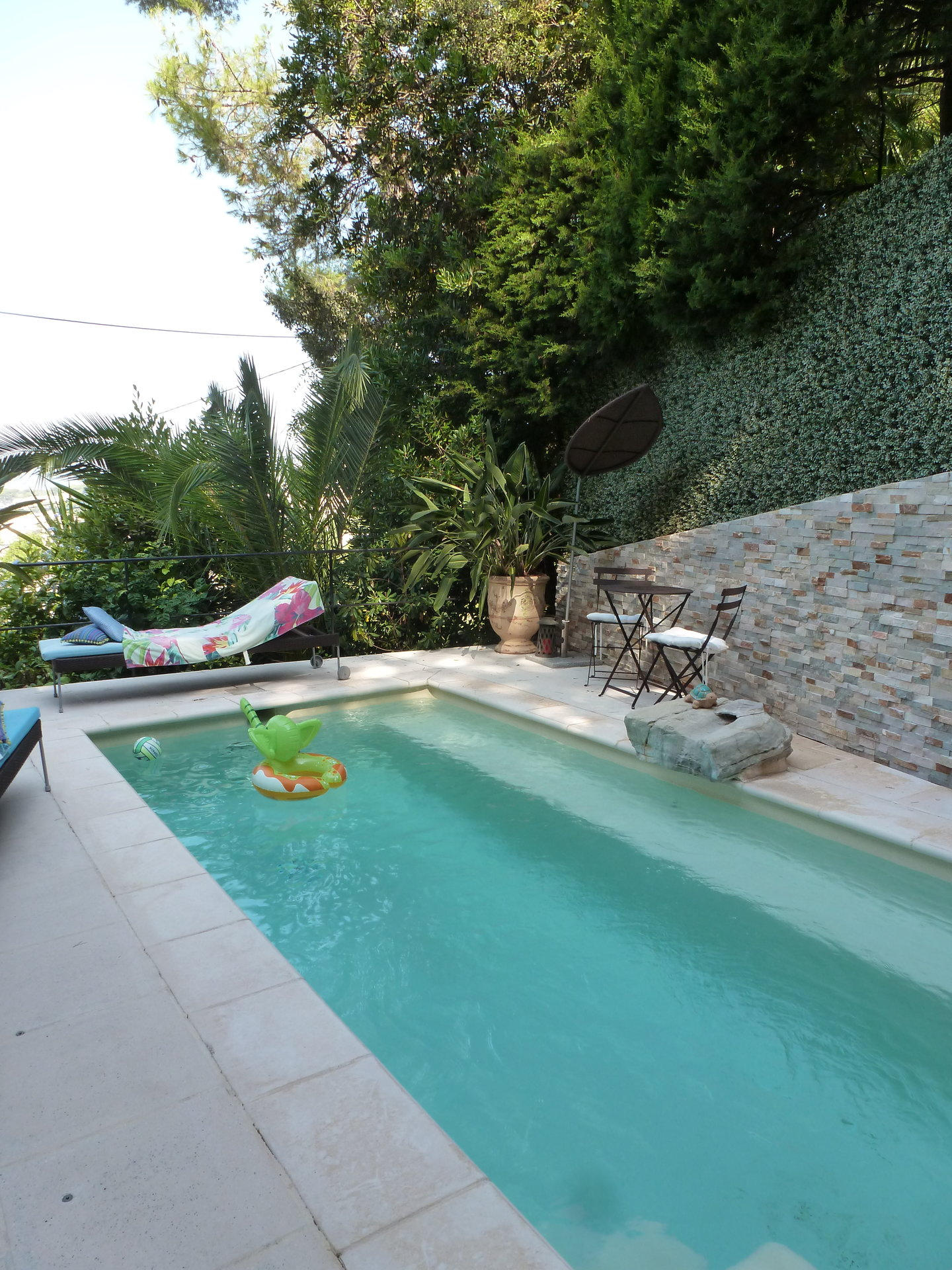 LE CANNET - VILLA WITH SWIMMING POOL