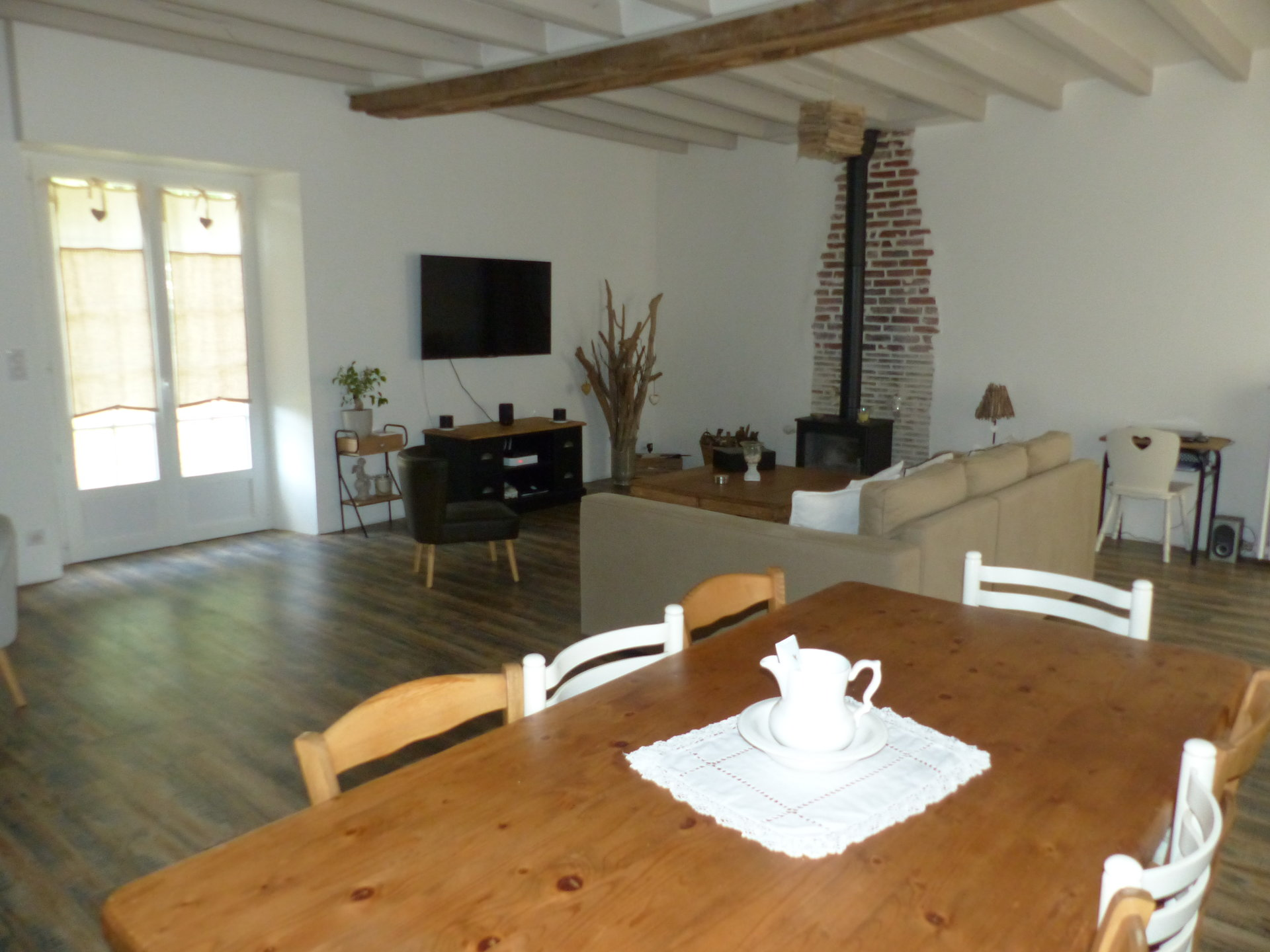 Environnement de qualité pour cette maison de 180 m² en parfait état d'entretien sur un terrain de 4399 m²