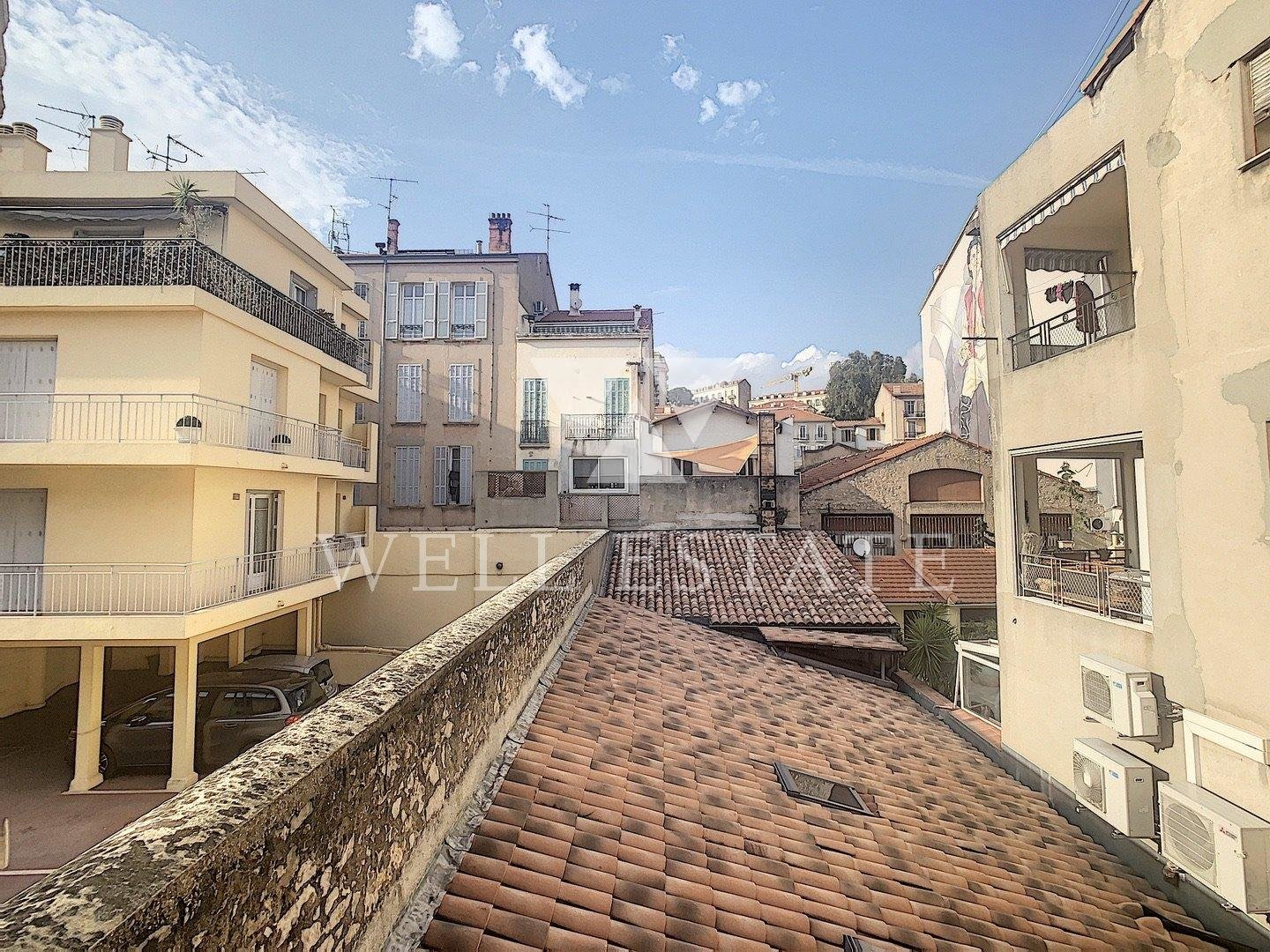 SUPER 3 BEDROOM APARTMENT CLOSE TO MARCHE FORVILLE