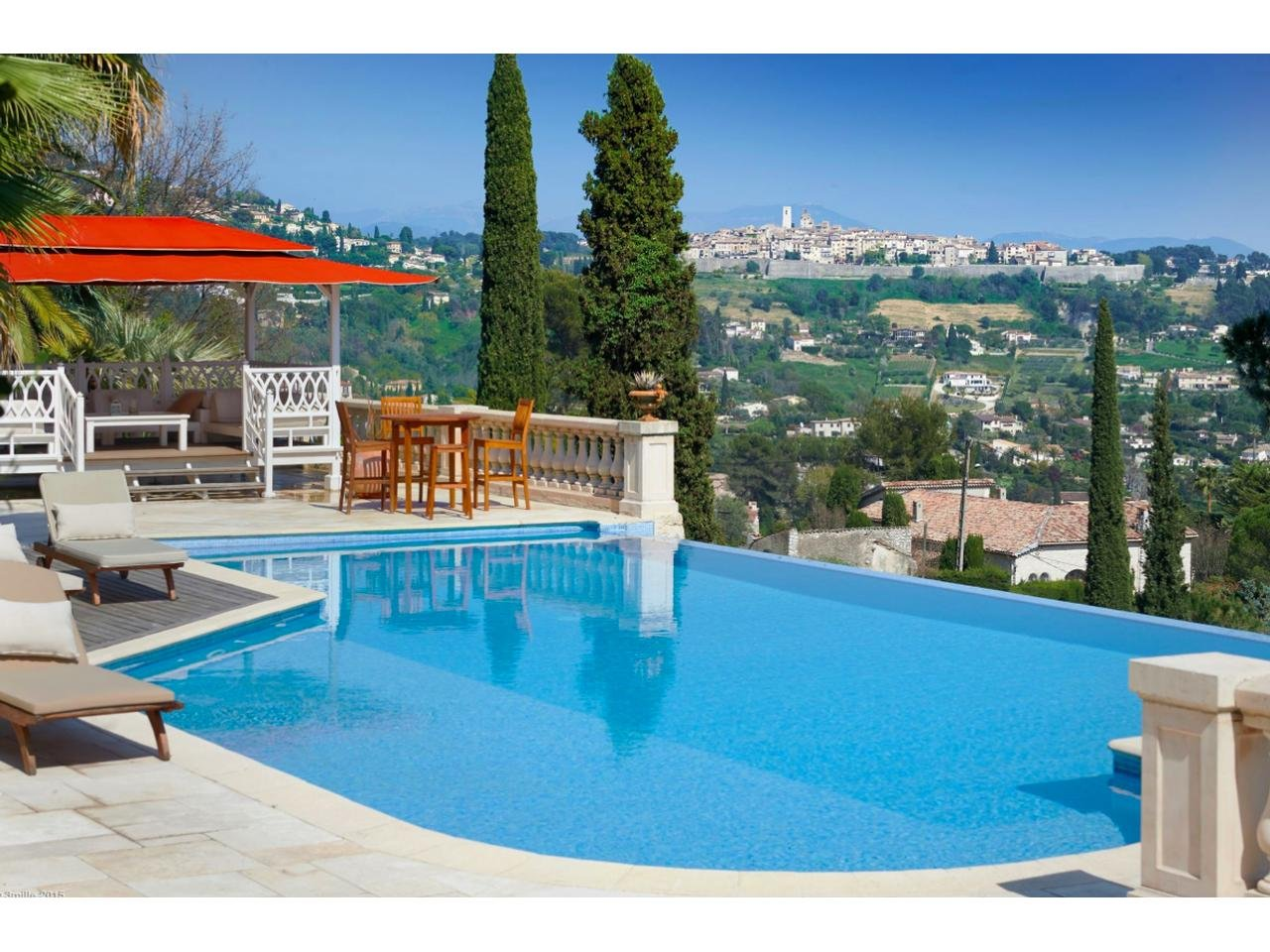 Charming and authentic provencal property in La Colle-sur-Loup - Sole agent