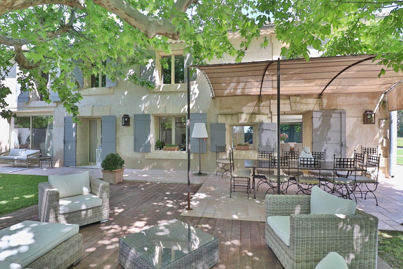 10 min. Saint Rémy de Provence et Avignon, très beau MAS totalisant 372 m² en vente en exclusivité.