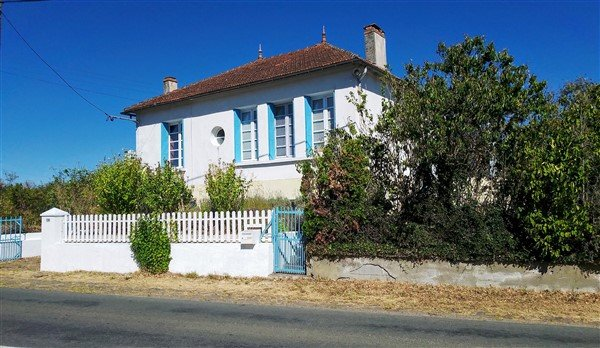 House with Garden for sale in Le Vigeant, in the Vienne