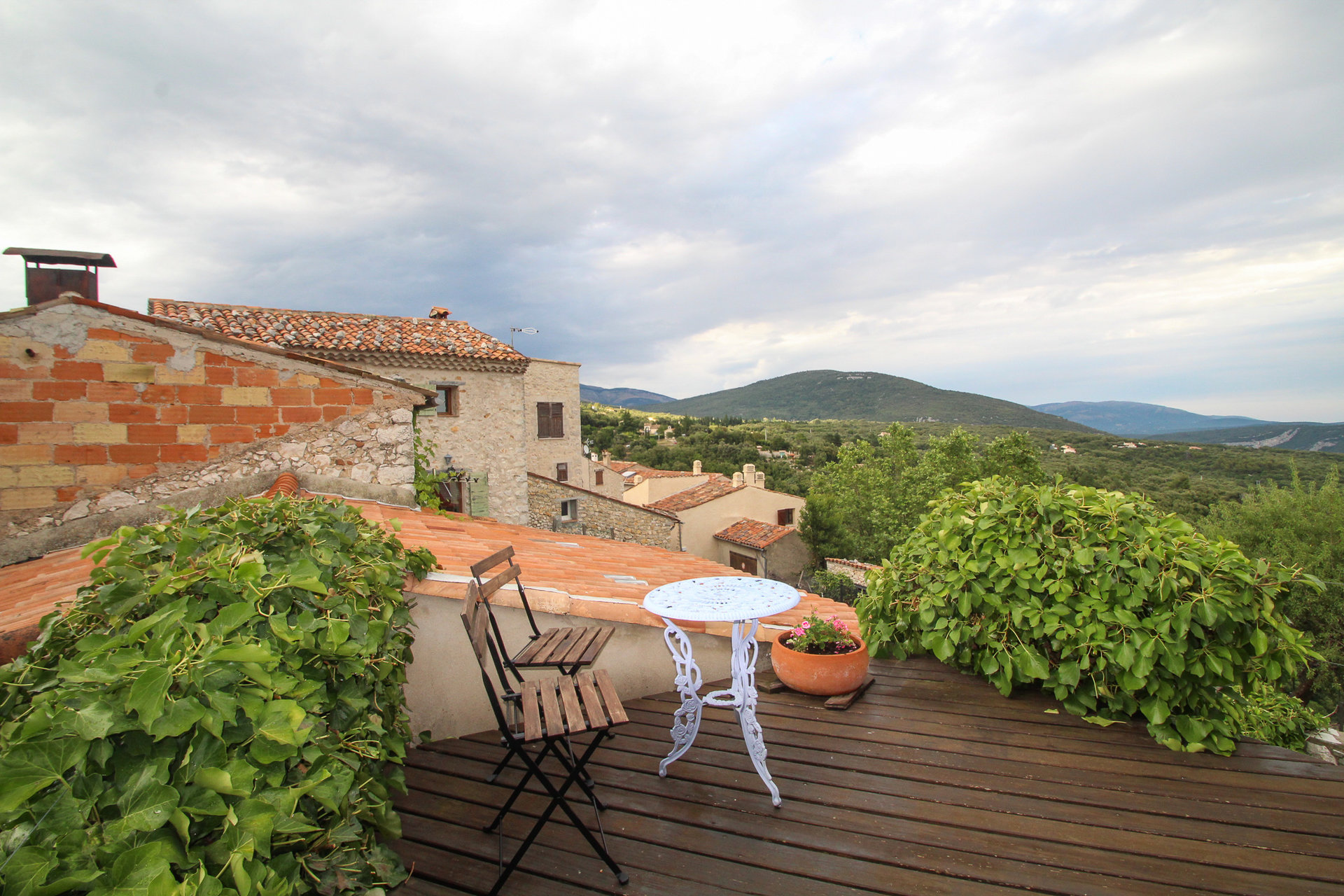 Fayence area: Converted Barn with courtyard garden and magnificent panoramic views