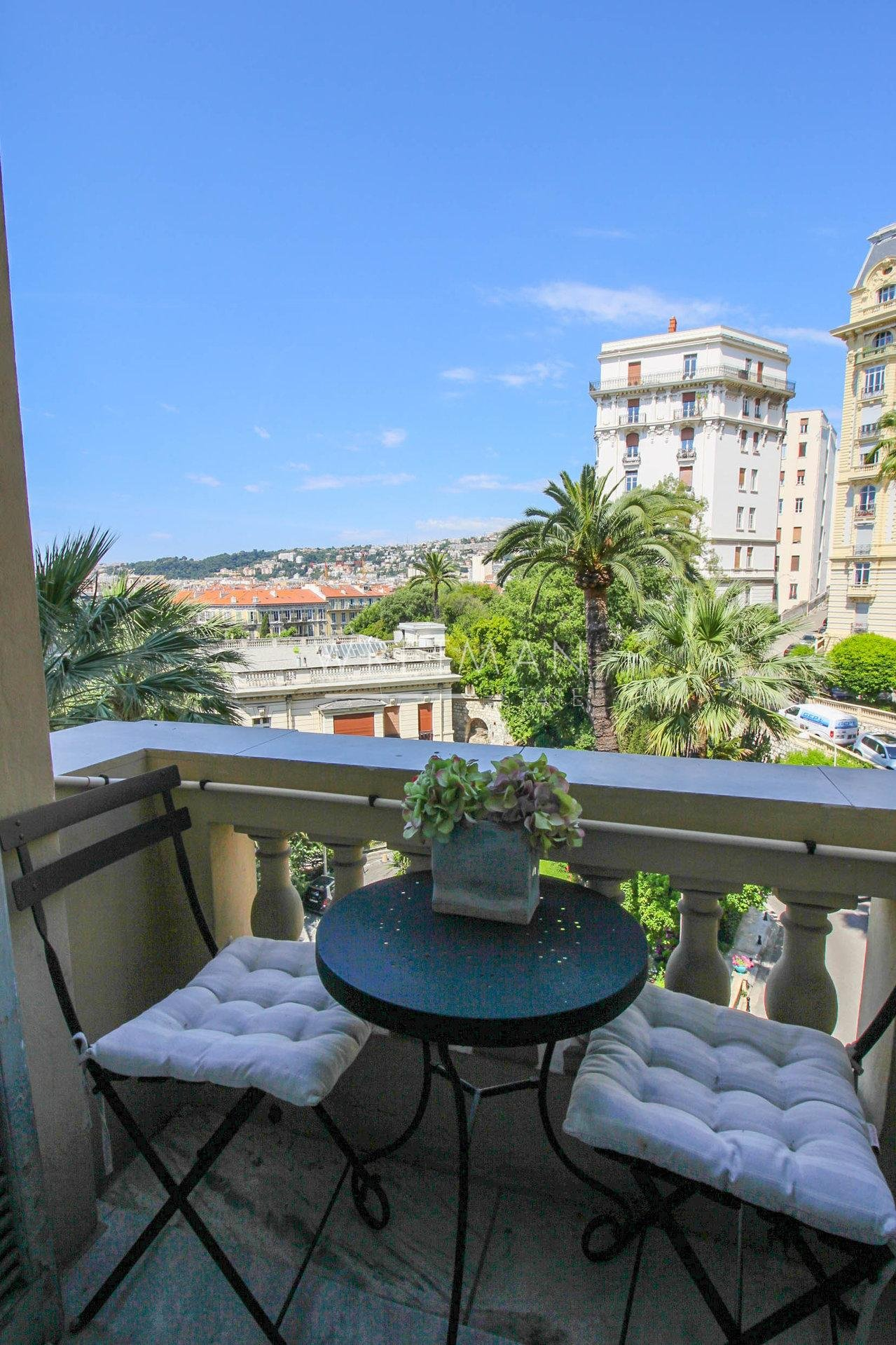 Exceptional 3-bedroom apartment in palace - Nice Cimiez