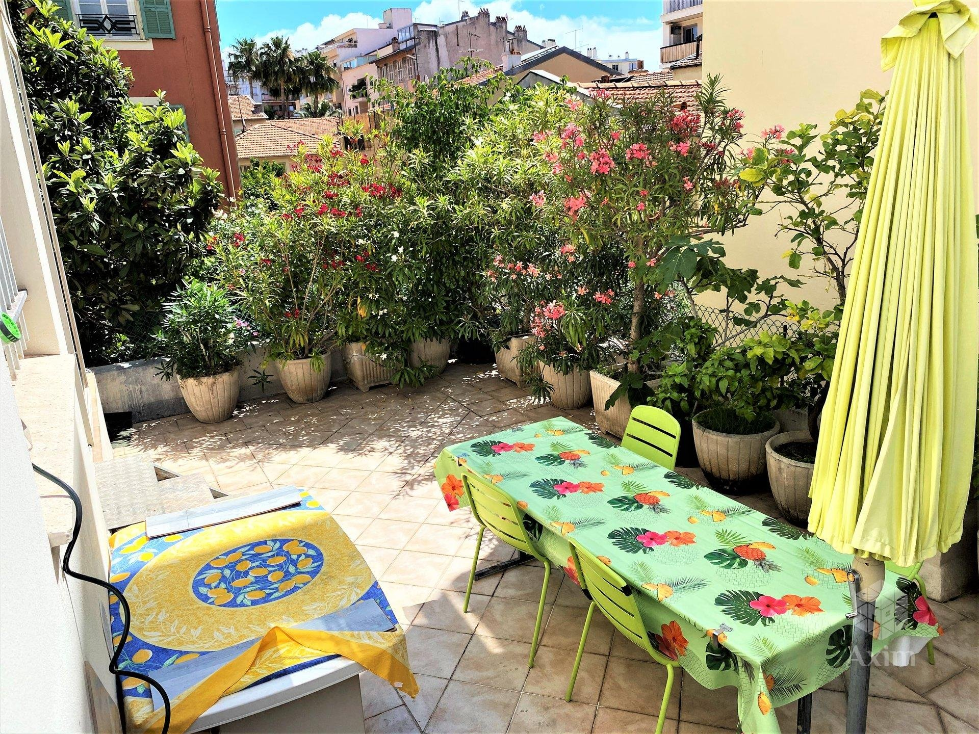 Apartment with terrace in the heart of Nice