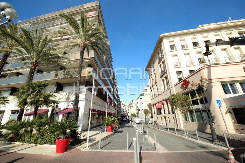 NICE/CARRE D'OR MASSENET : 4 PIECES RENOVE 89 m2 - TERRASSE