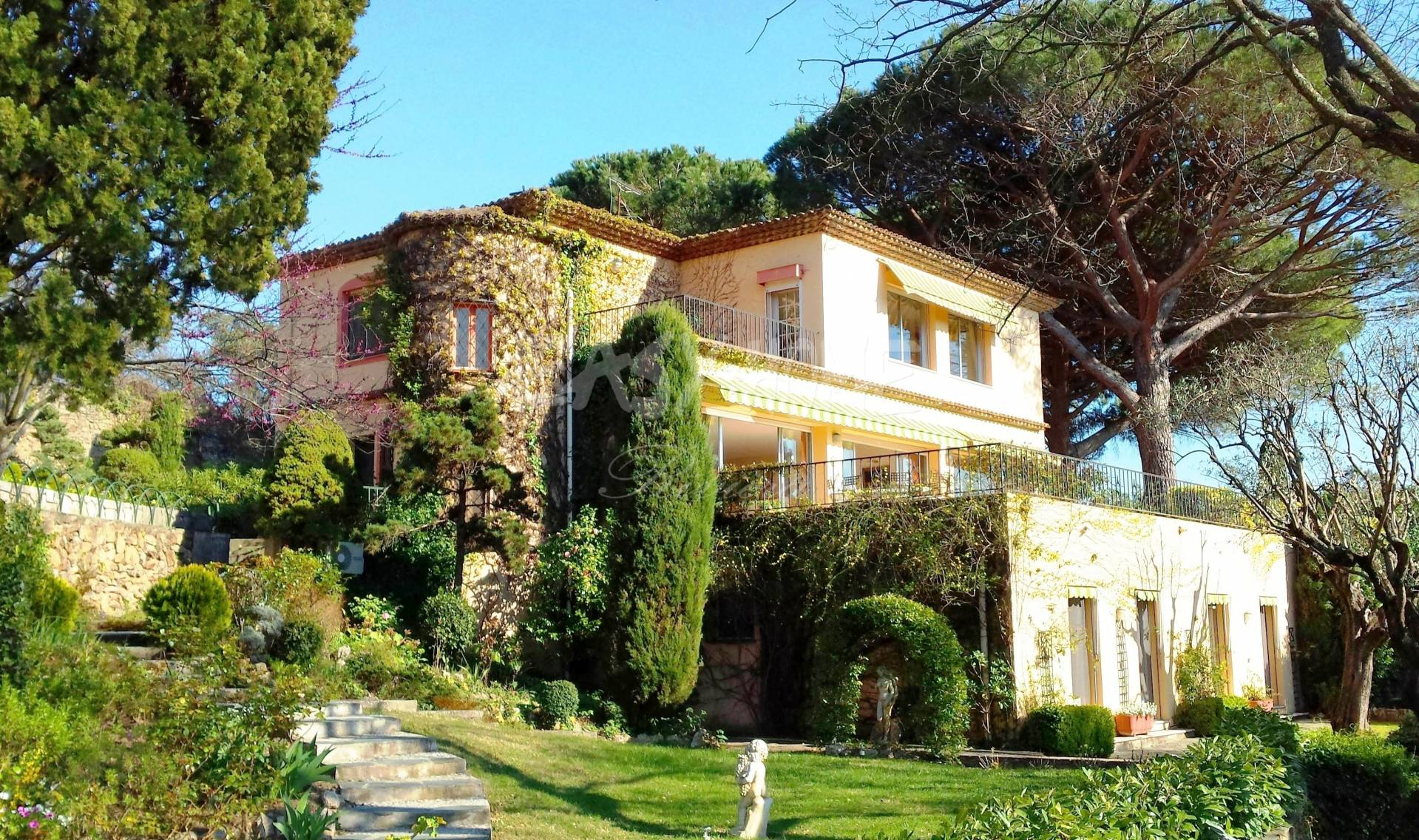 Purchase / sale Villa close to Cannes Côte d'Azur