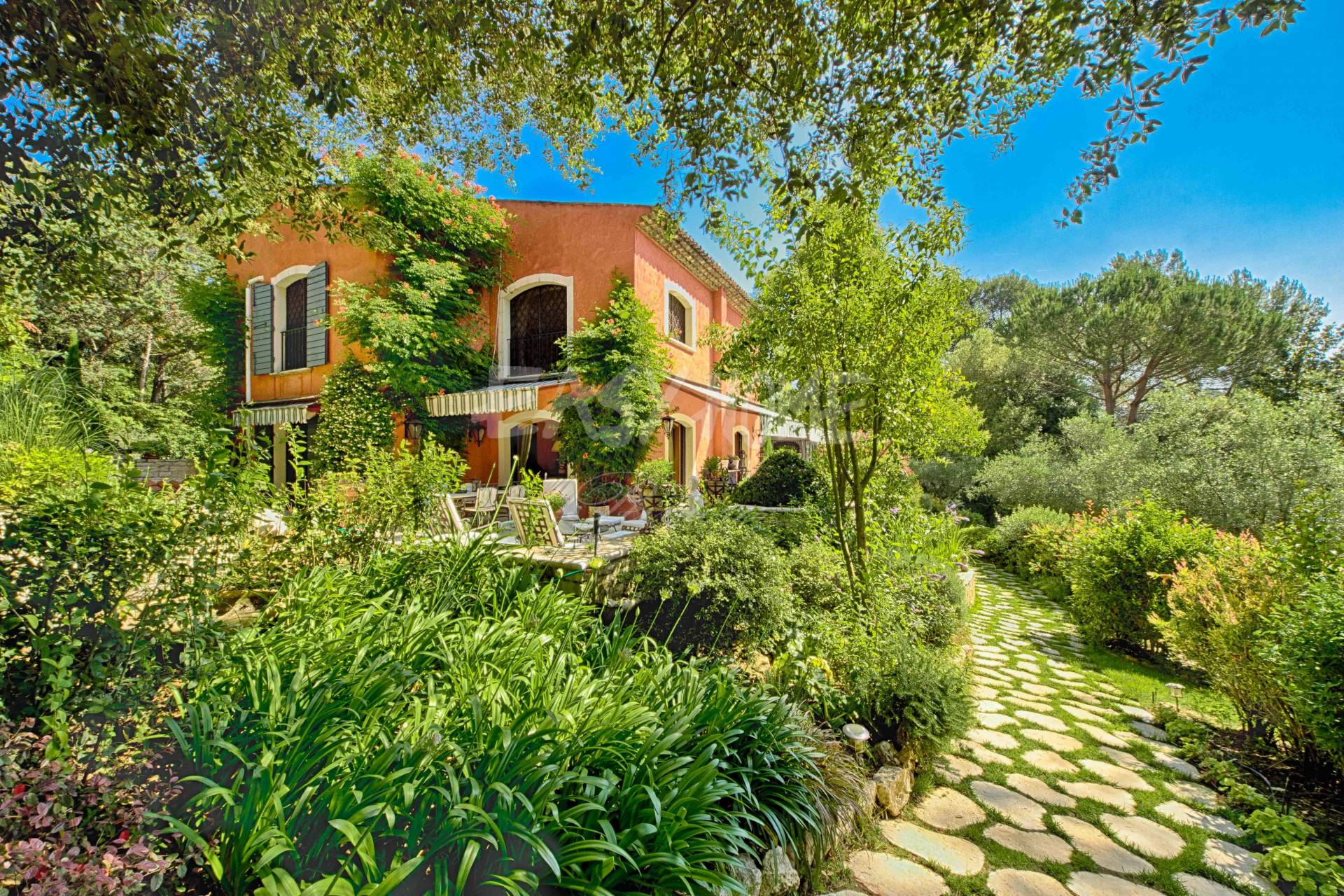 Purchase / Sale property Mougins Côte d'Azur