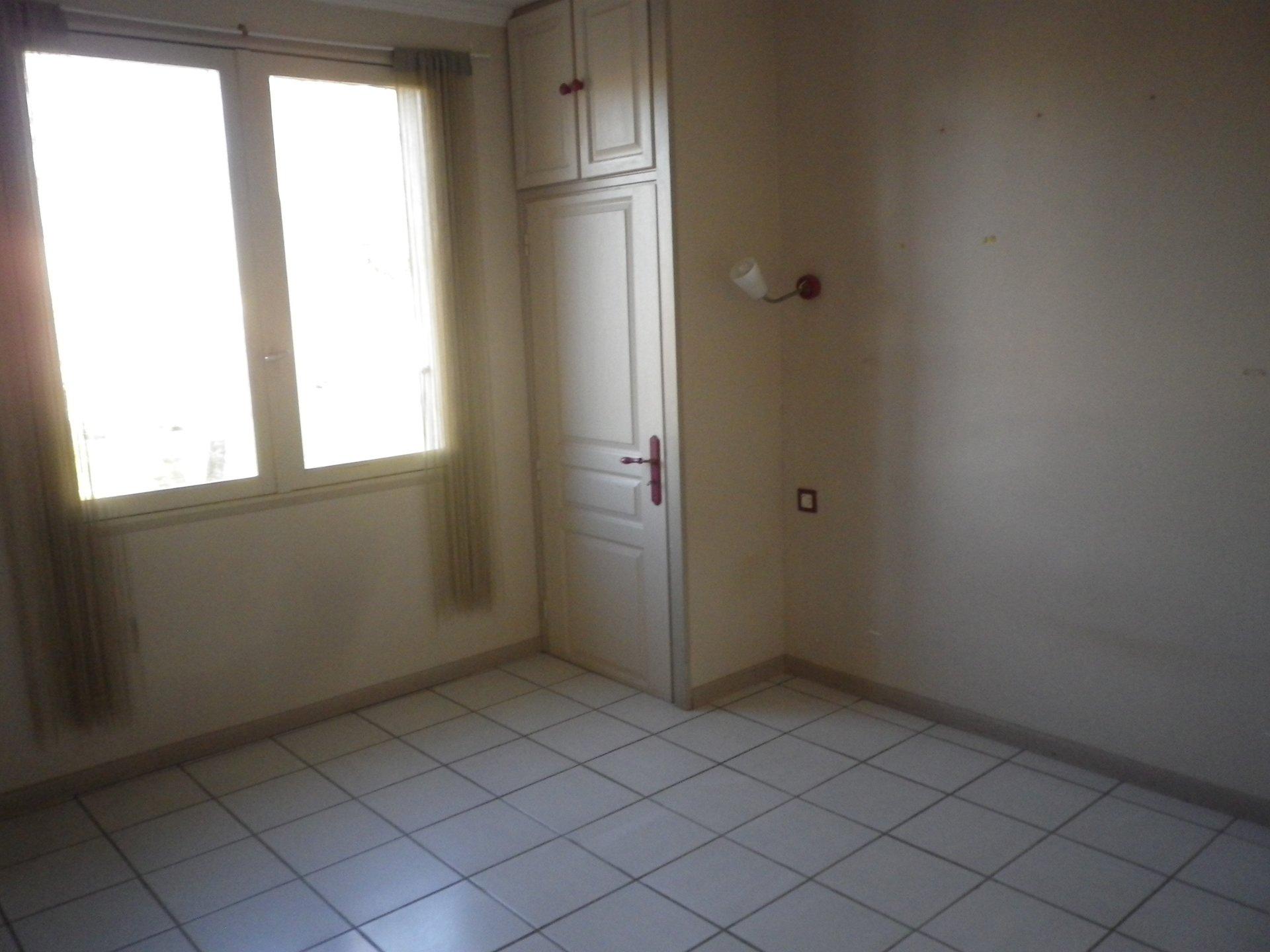 Sale House - Narbonne POLYCLINIQUE